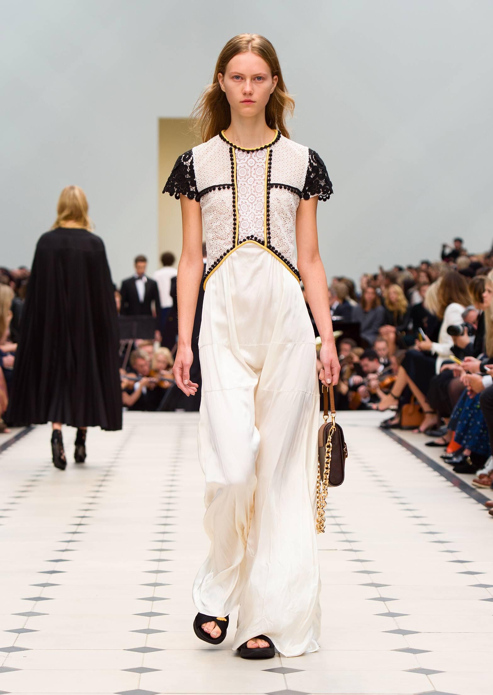 Fashion 2016 Woman Style Burberry Prorsum