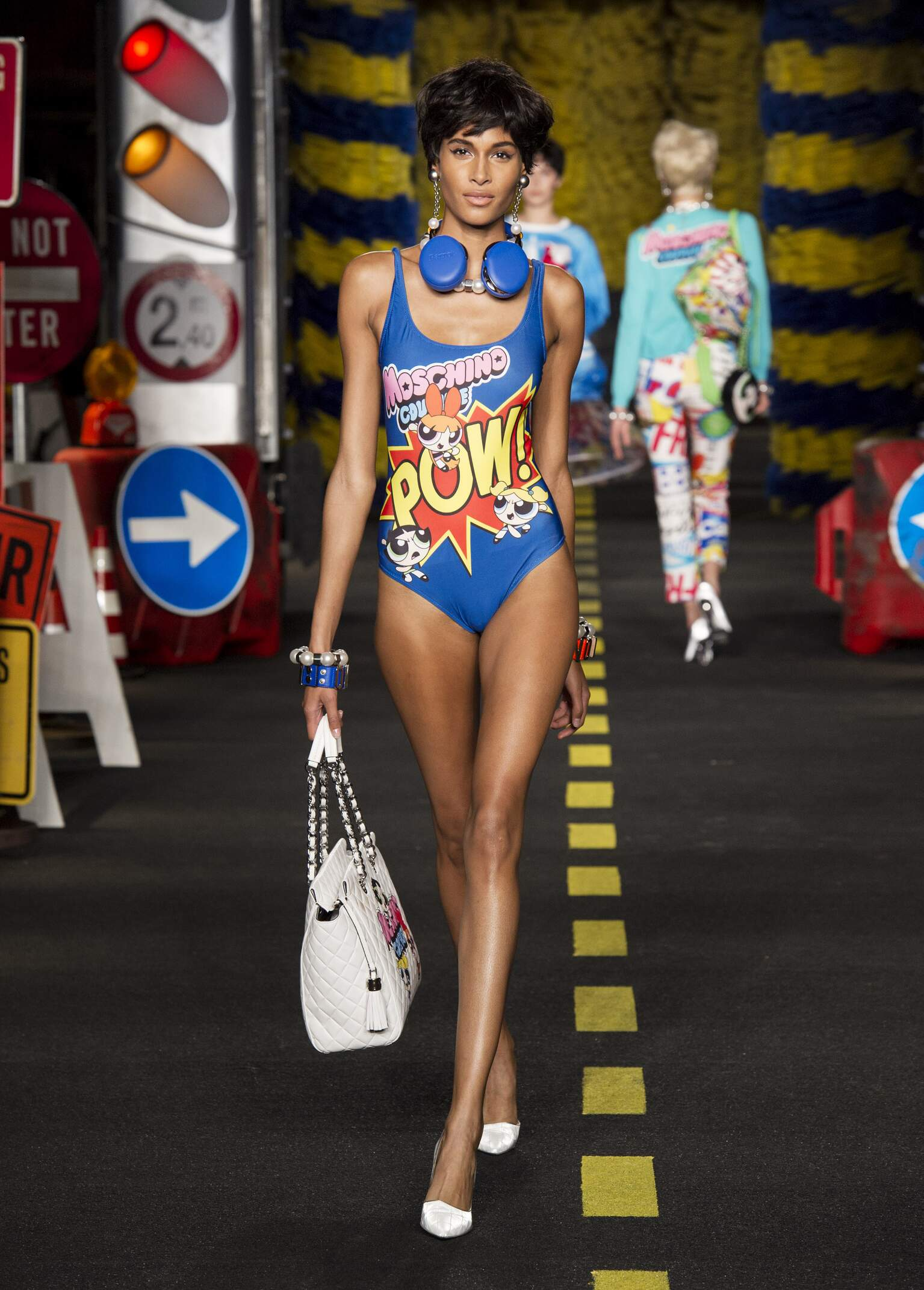 Fashion 2016 Woman Style Moschino