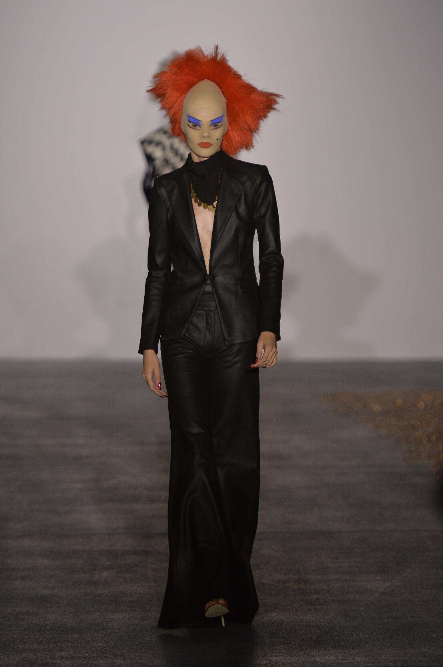 Gareth Pugh Collection Spring 2016 Catwalk