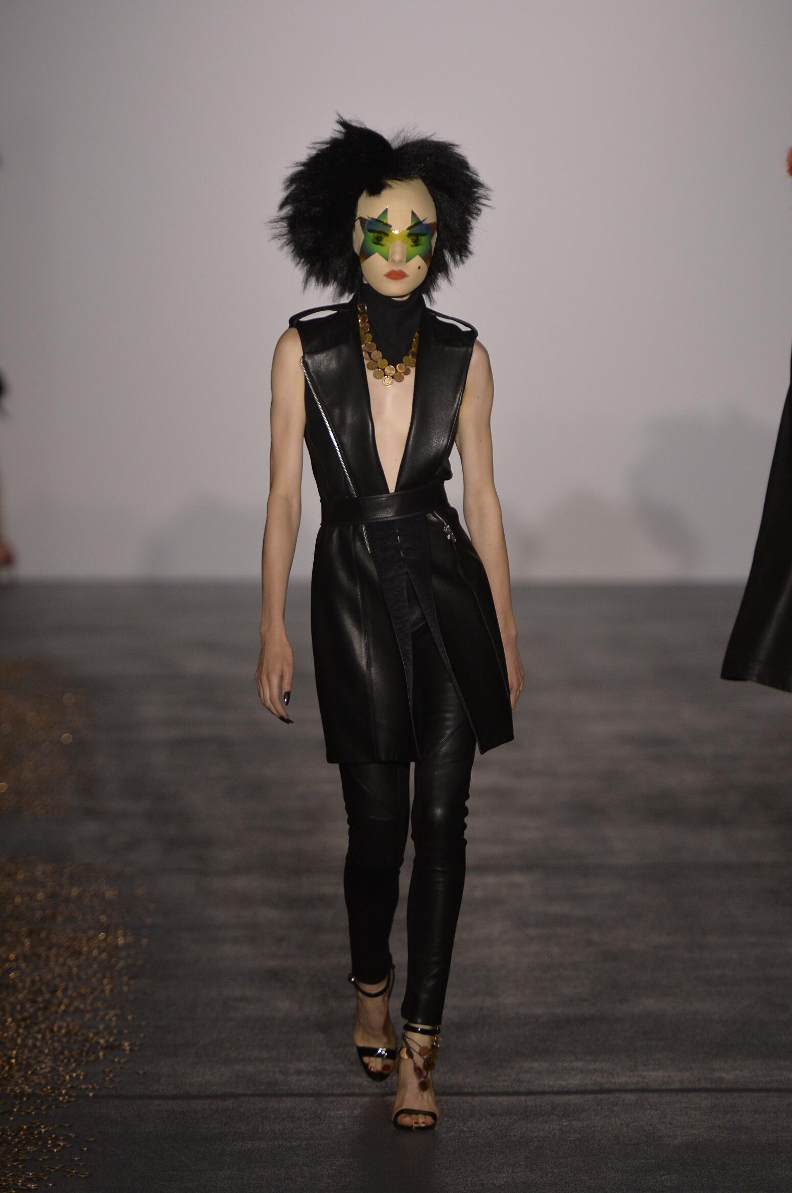 Gareth Pugh Collection Summer 2016 Catwalk
