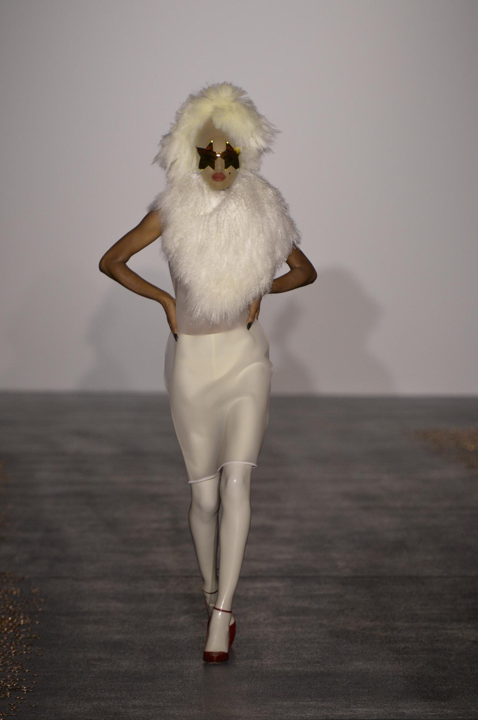 Runway Gareth Pugh Spring Summer 2016 Women's Collection London Fashion Week