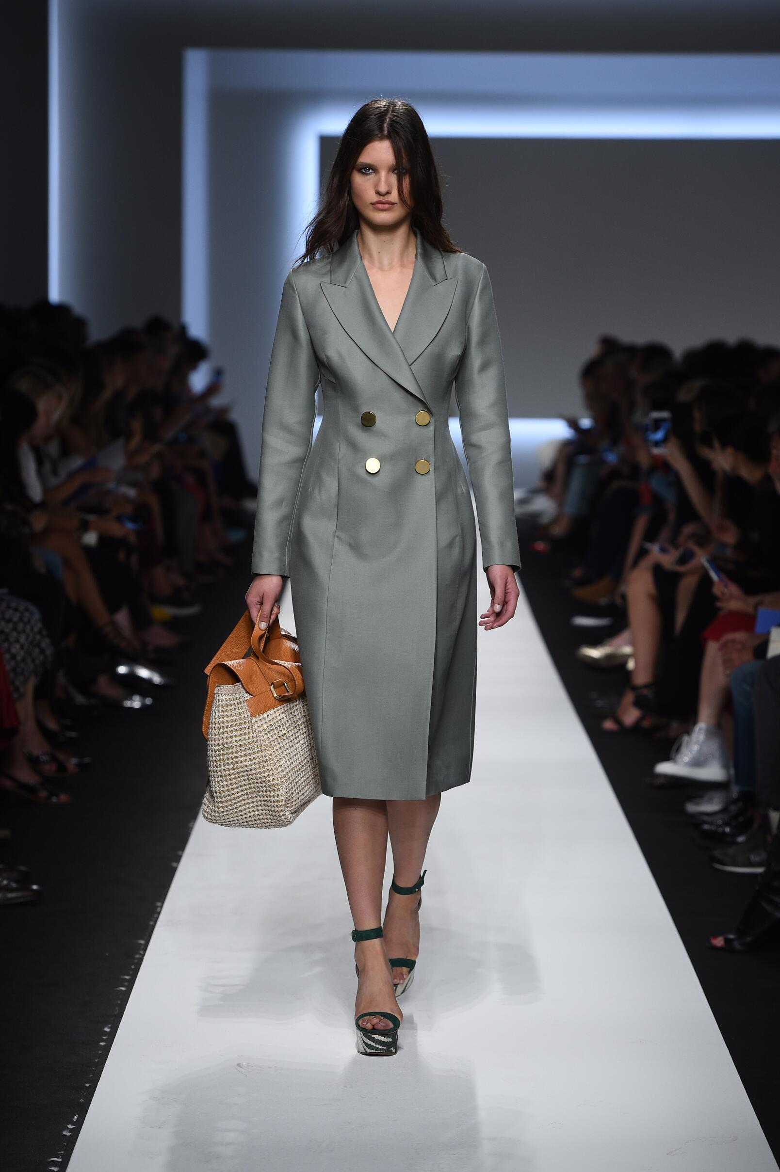 SS 2016 Ermanno Scervino Fashion Show