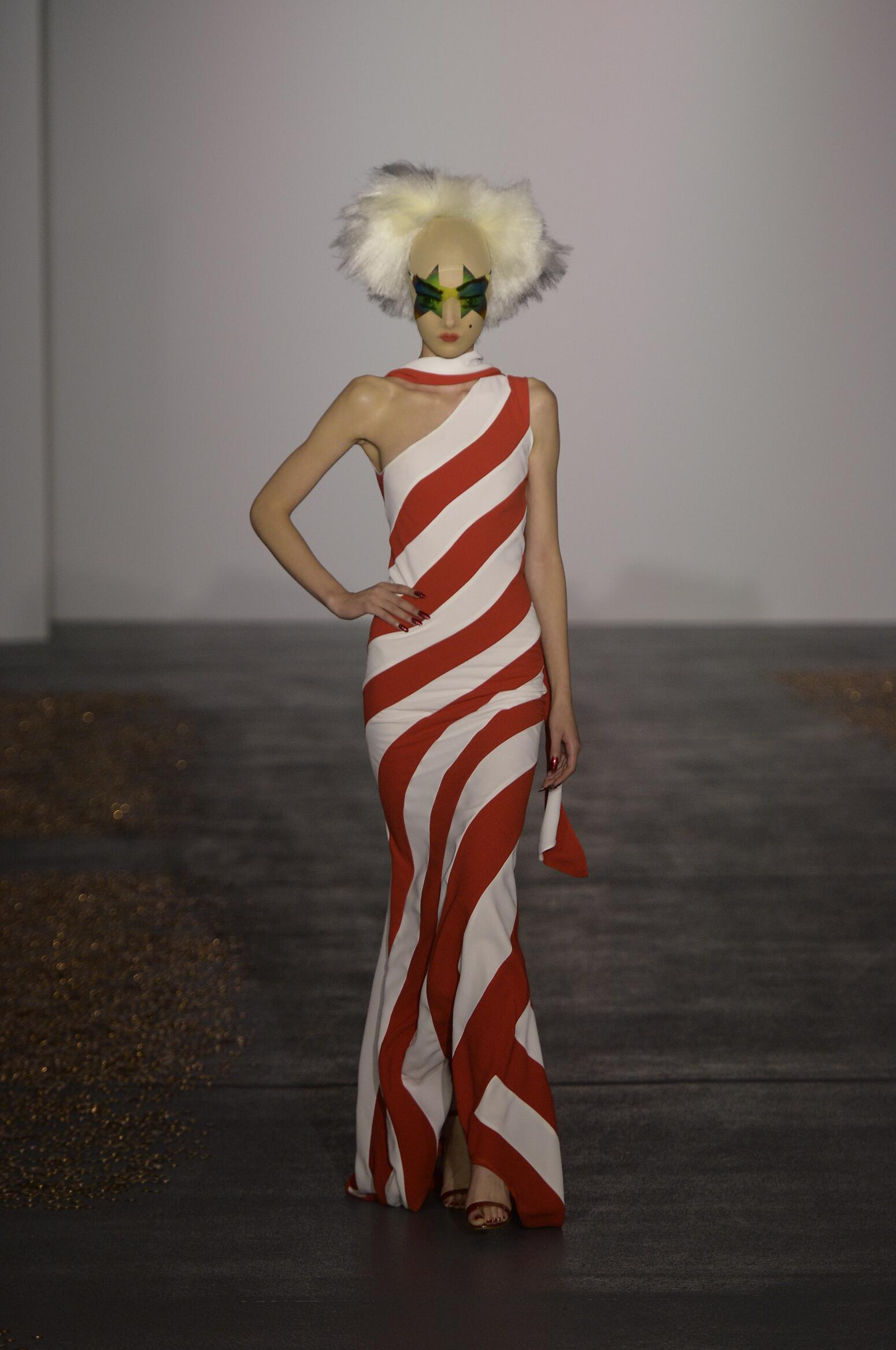 Spring Fashion Woman Gareth Pugh Collection