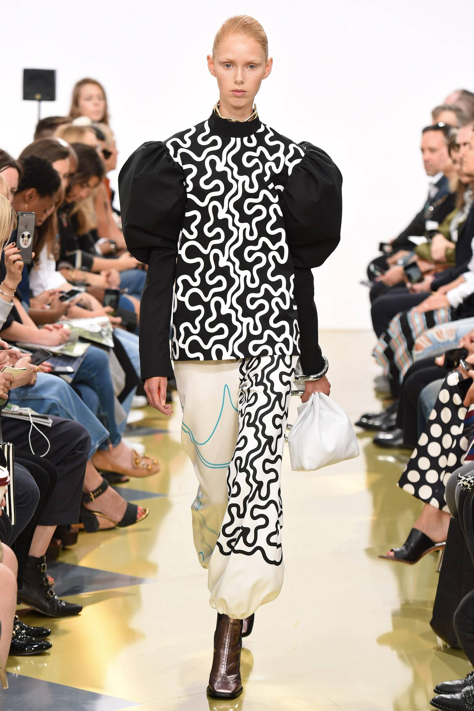 Summer 2016 Woman Trends J.W. Anderson Collection