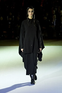 YOHJI YAMAMOTO FALL WINTER 2015-16 WOMEN'S COLLECTION – PARIS FASHION WEEK