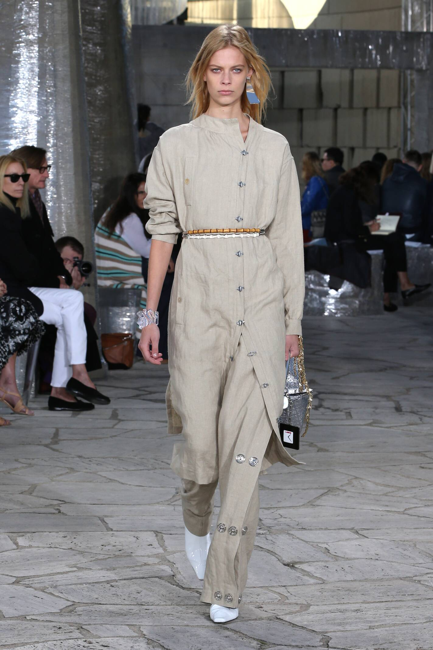 2016 Catwalk Loewe Woman Fashion Show Summer