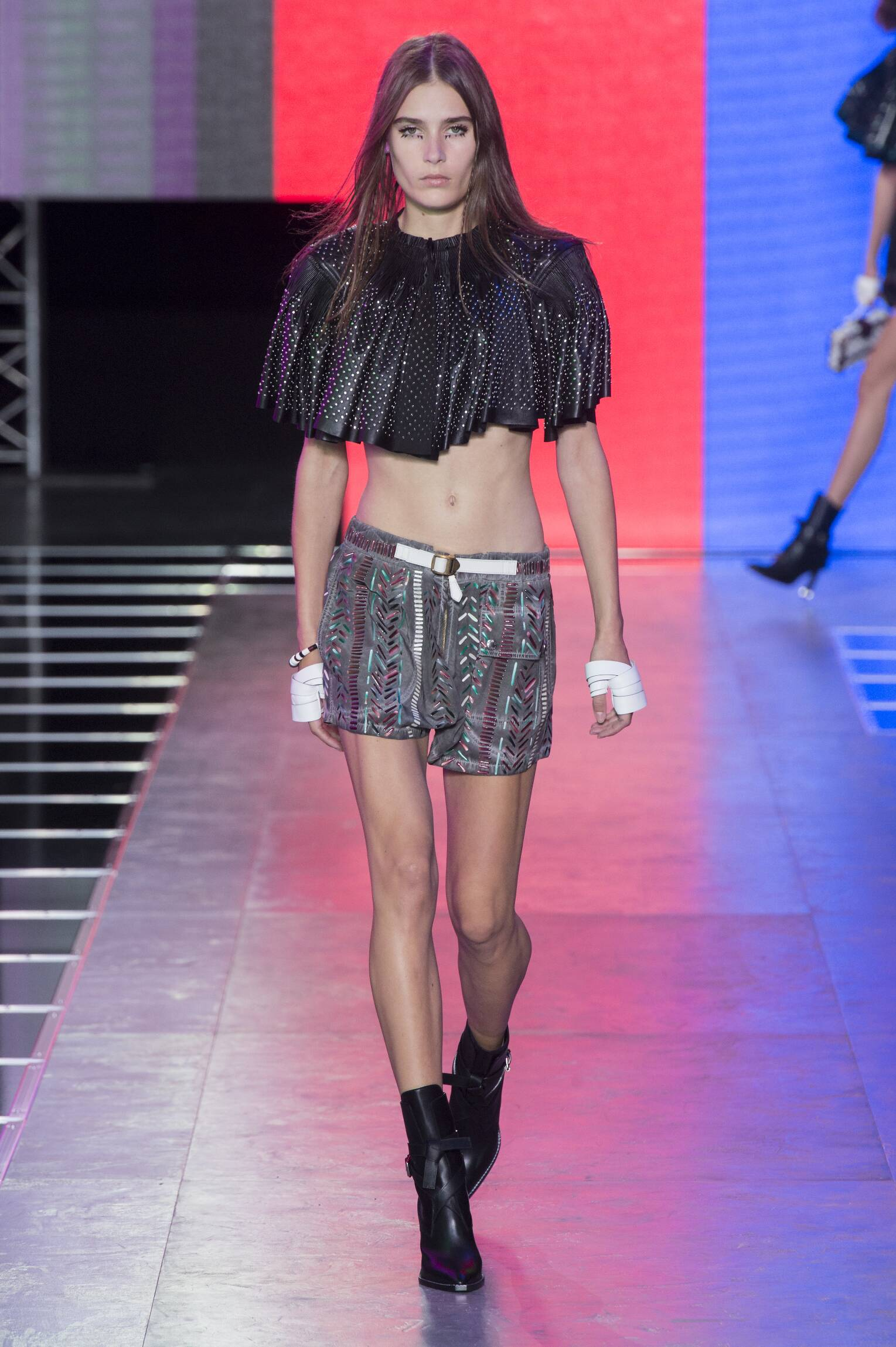 2016 Catwalk Louis Vuitton Woman Fashion Show Summer