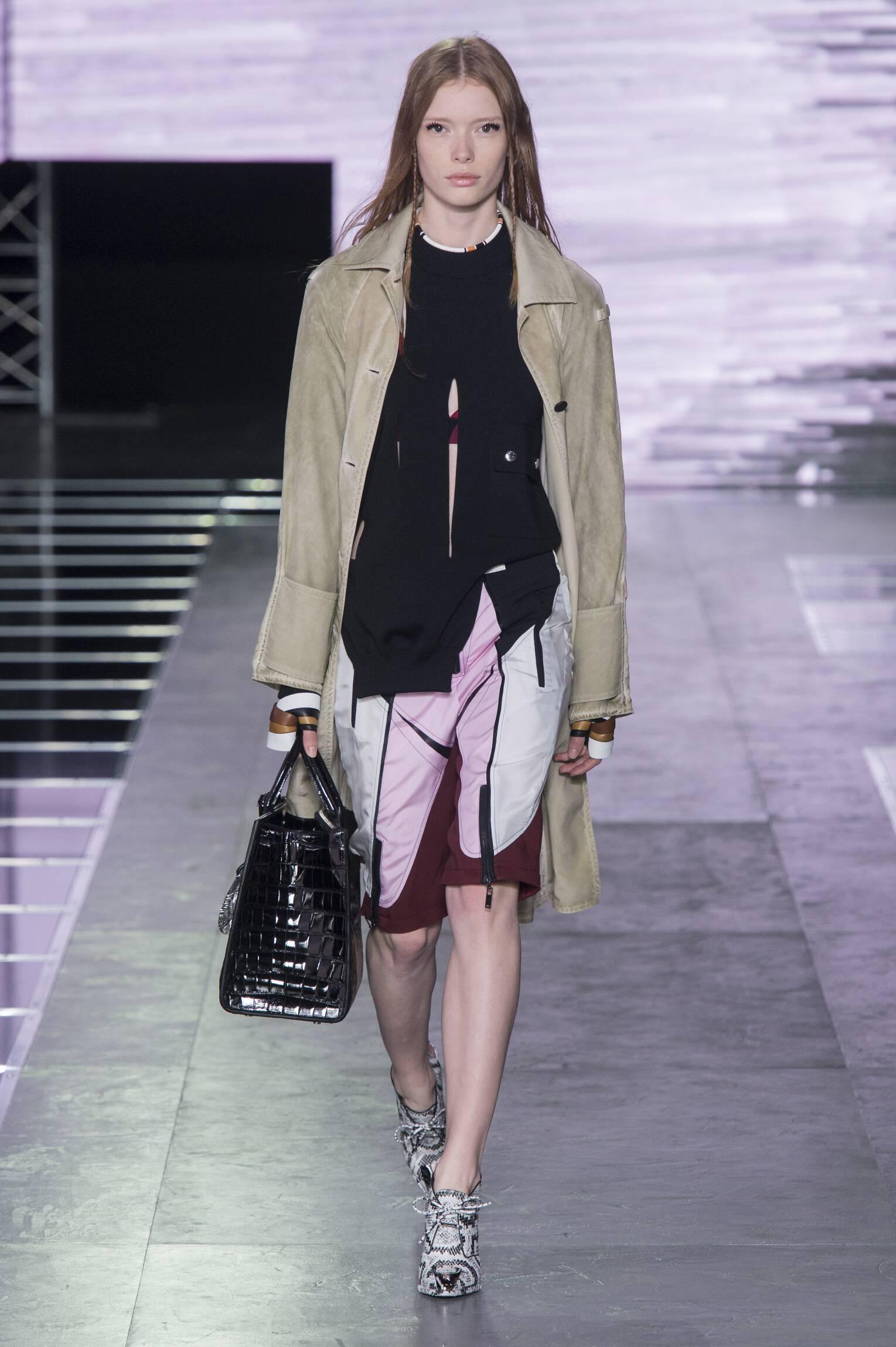 Catwalk Louis Vuitton Woman Fashion Show Summer 2016