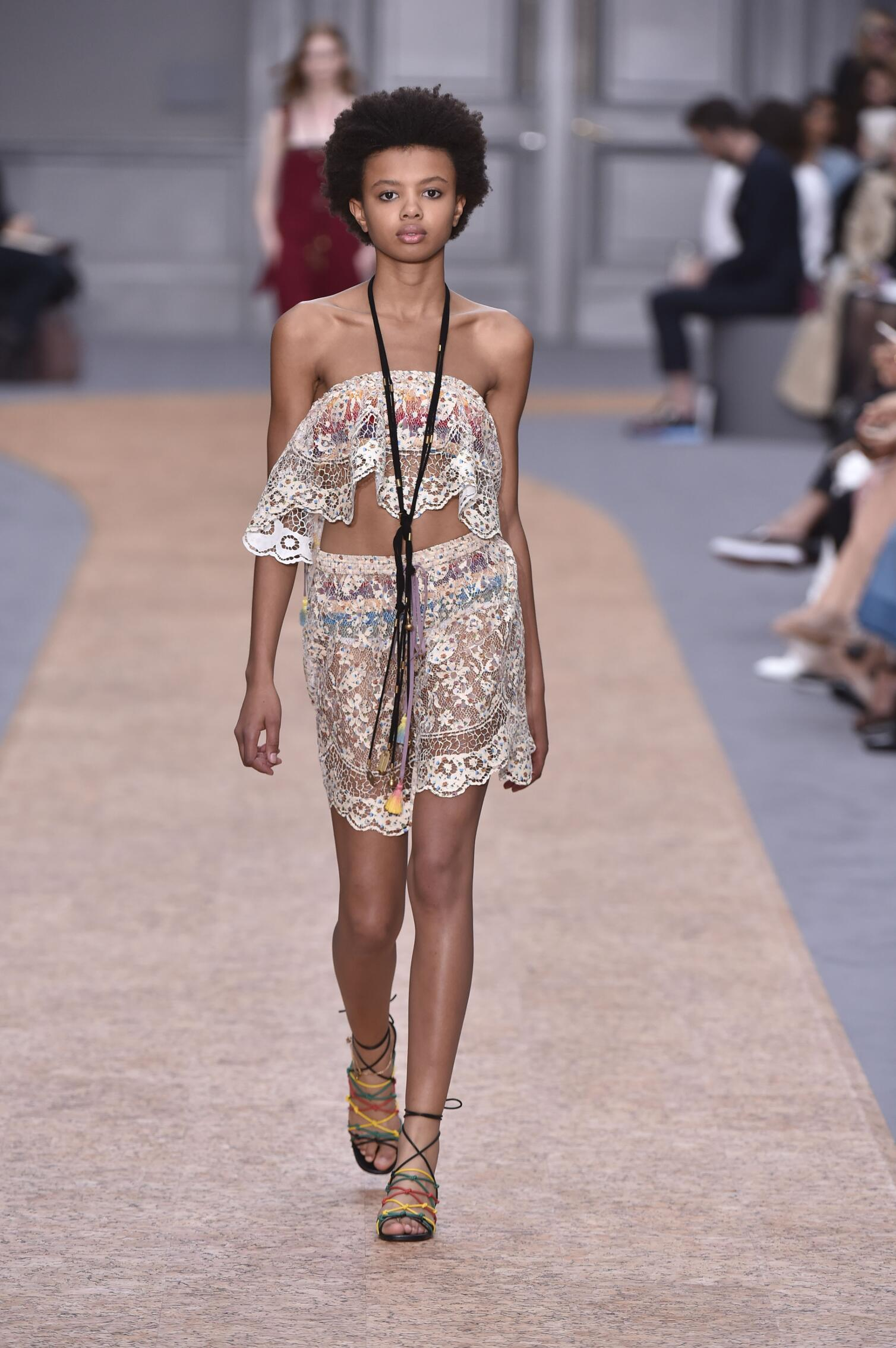 Chloé Summer 2016 Catwalk