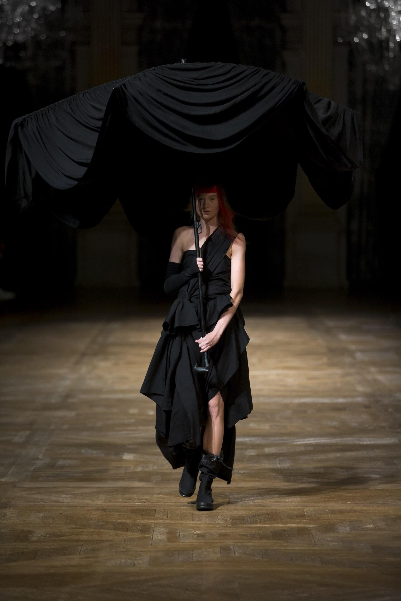 Fashion Woman Model Yohji Yamamoto Catwalk