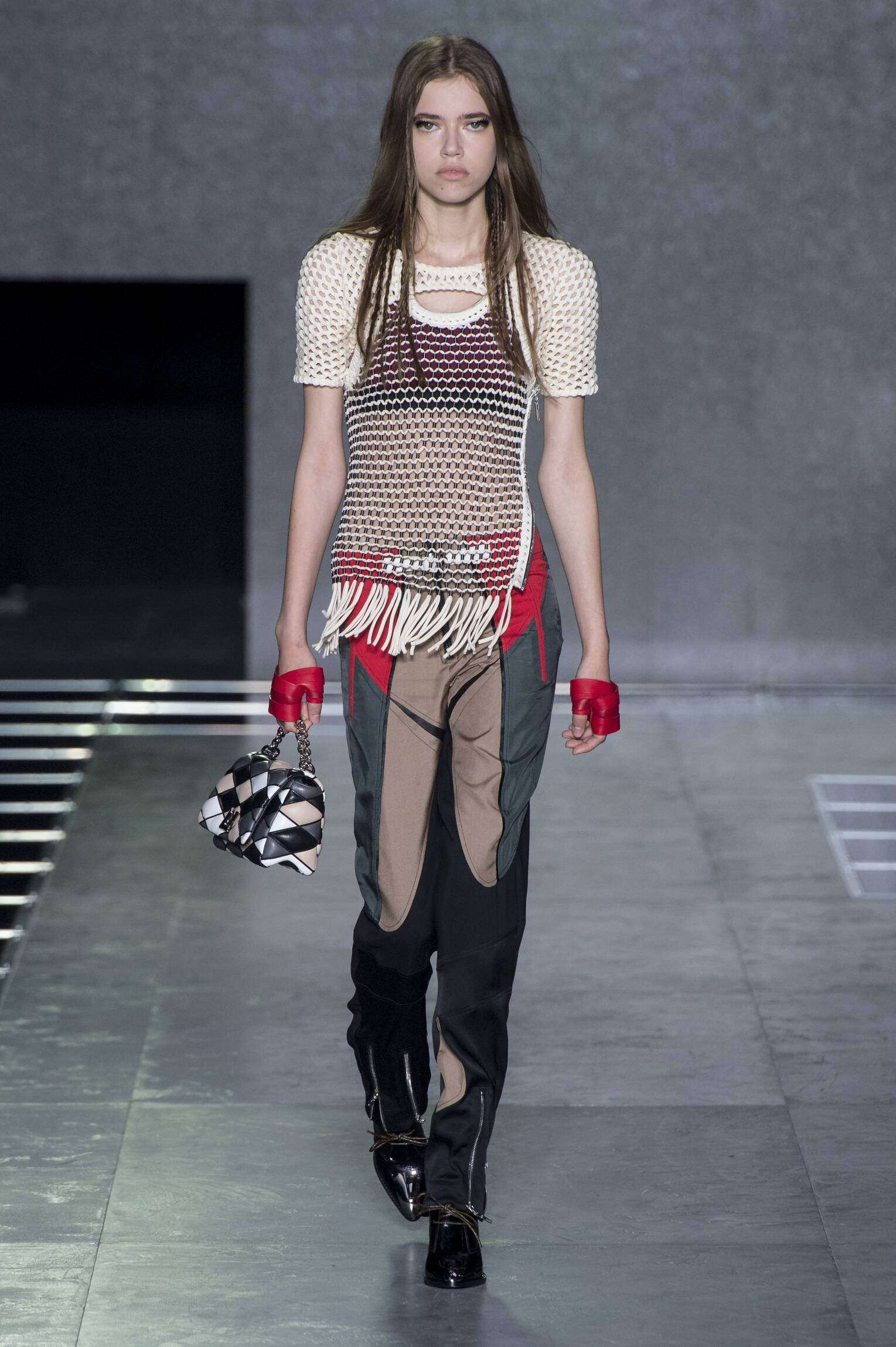 Louis Vuitton Spring 2016 Catwalk