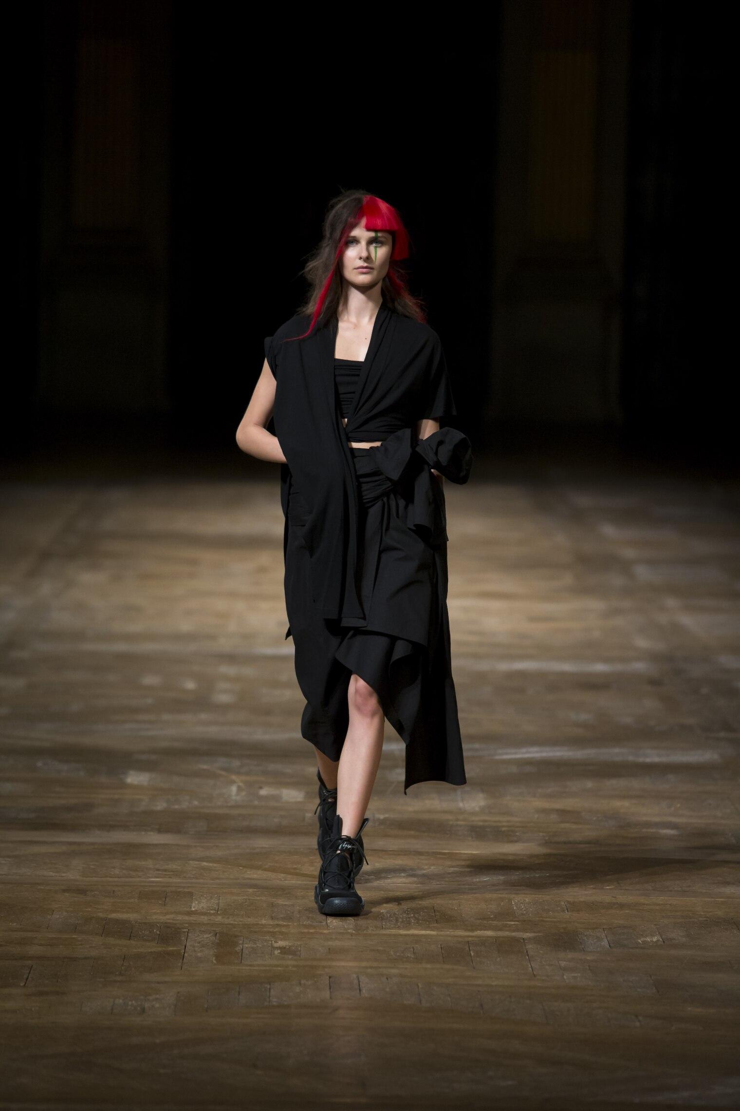 Models Fashion Show Yohji Yamamoto