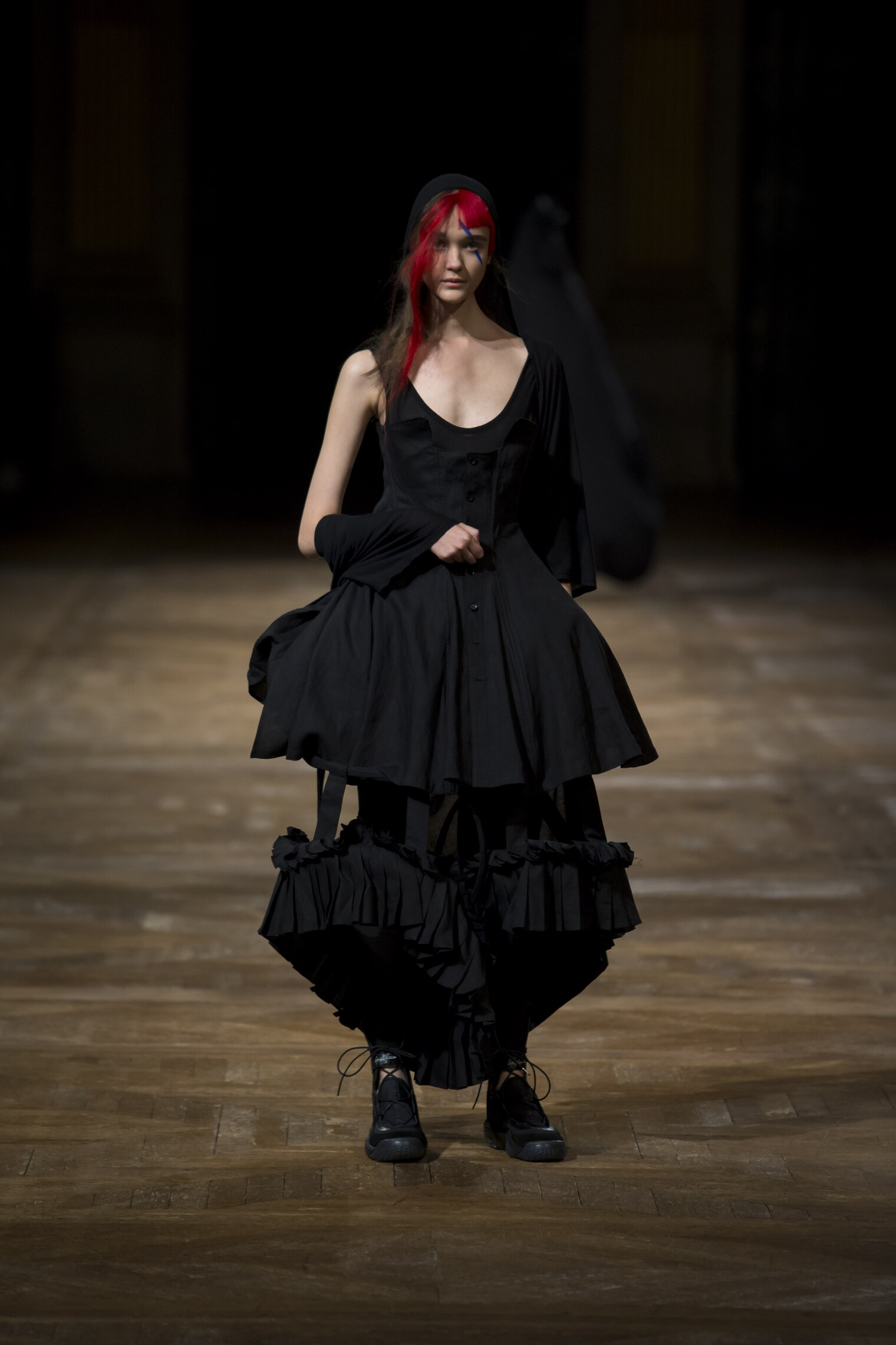 Yohji Yamamoto Spring 2016 Catwalk