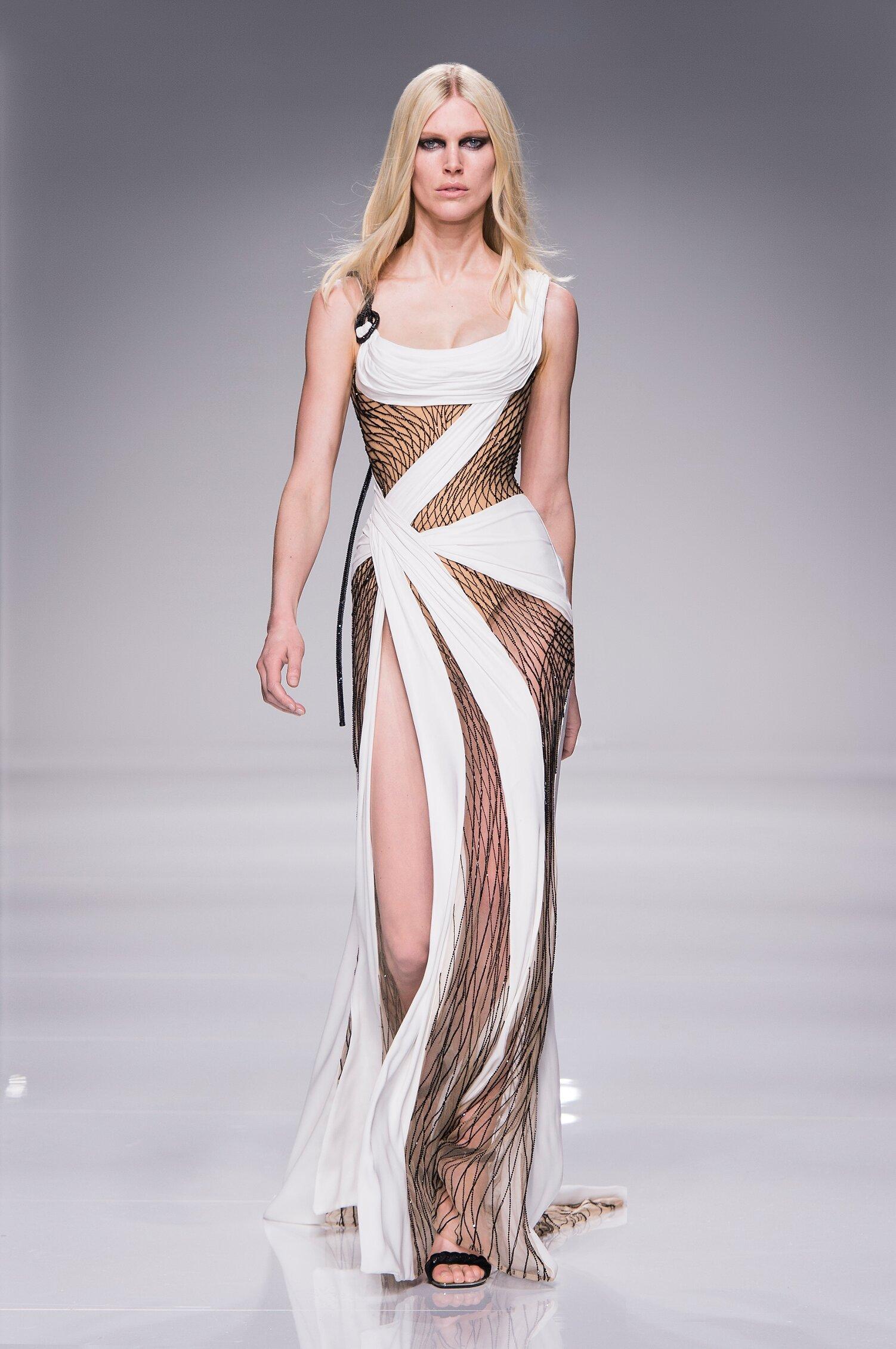 2016 Catwalk Atelier Versace Couture