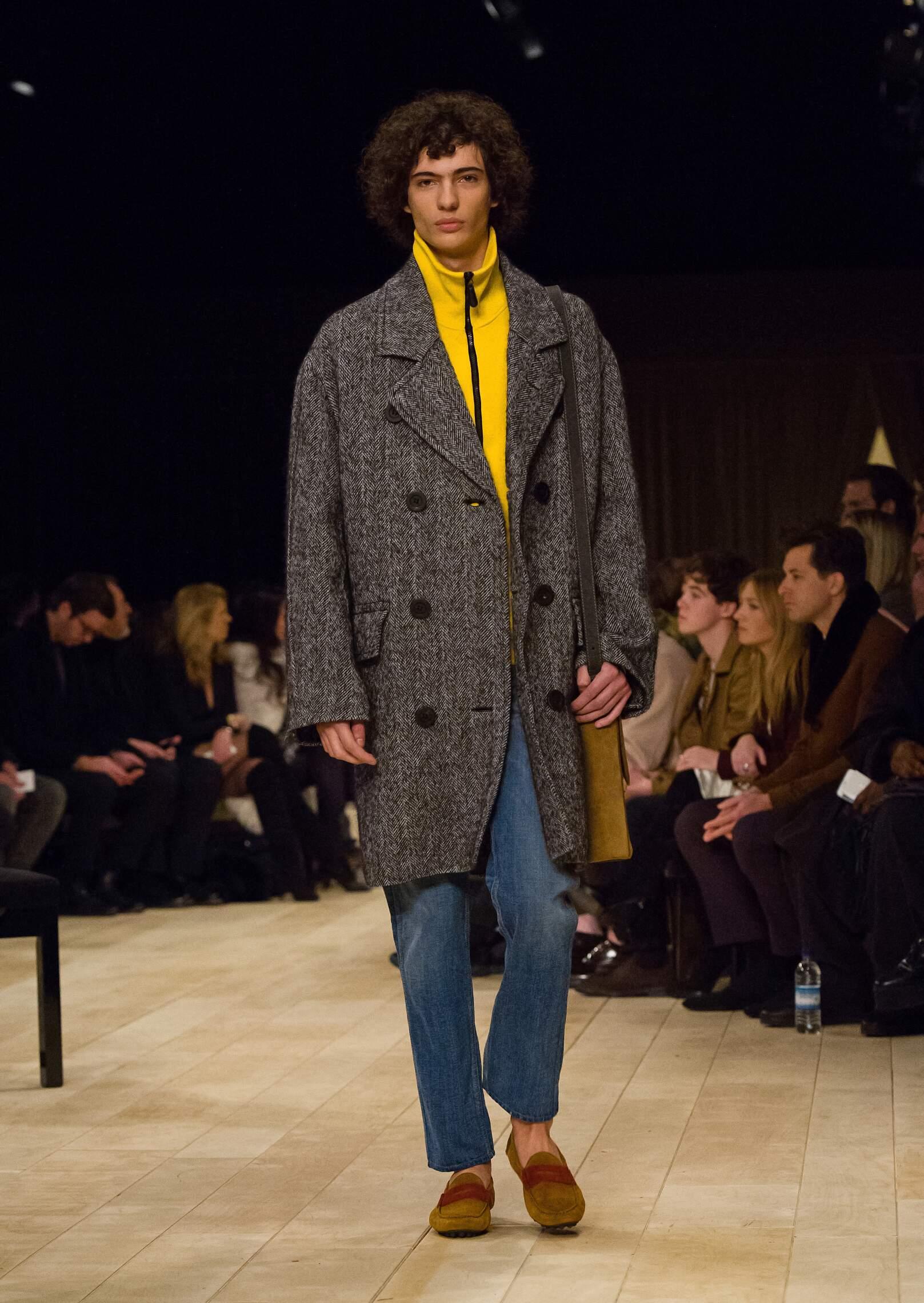2016 Catwalk Burberry Man Fashion Show Winter