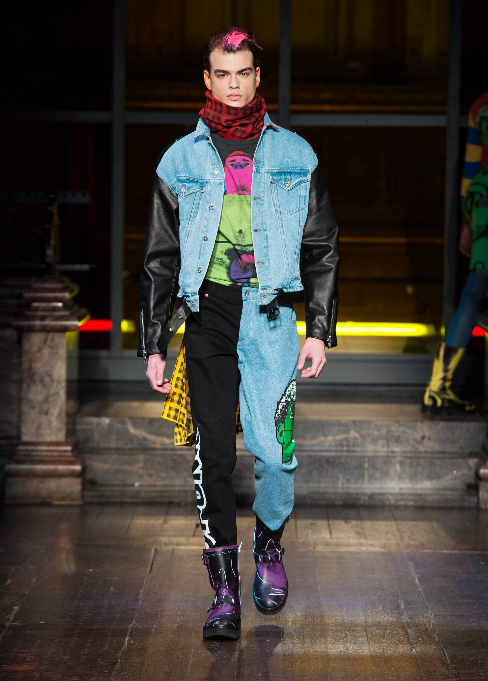 2016 Catwalk Moschino Man Fashion Show Winter