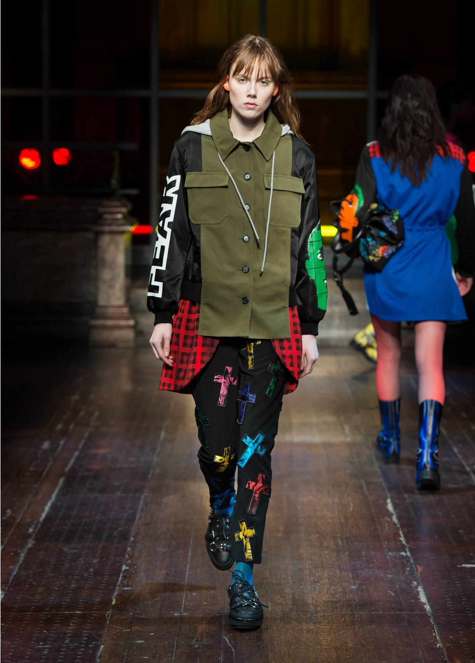 2016 Catwalk Moschino Winter