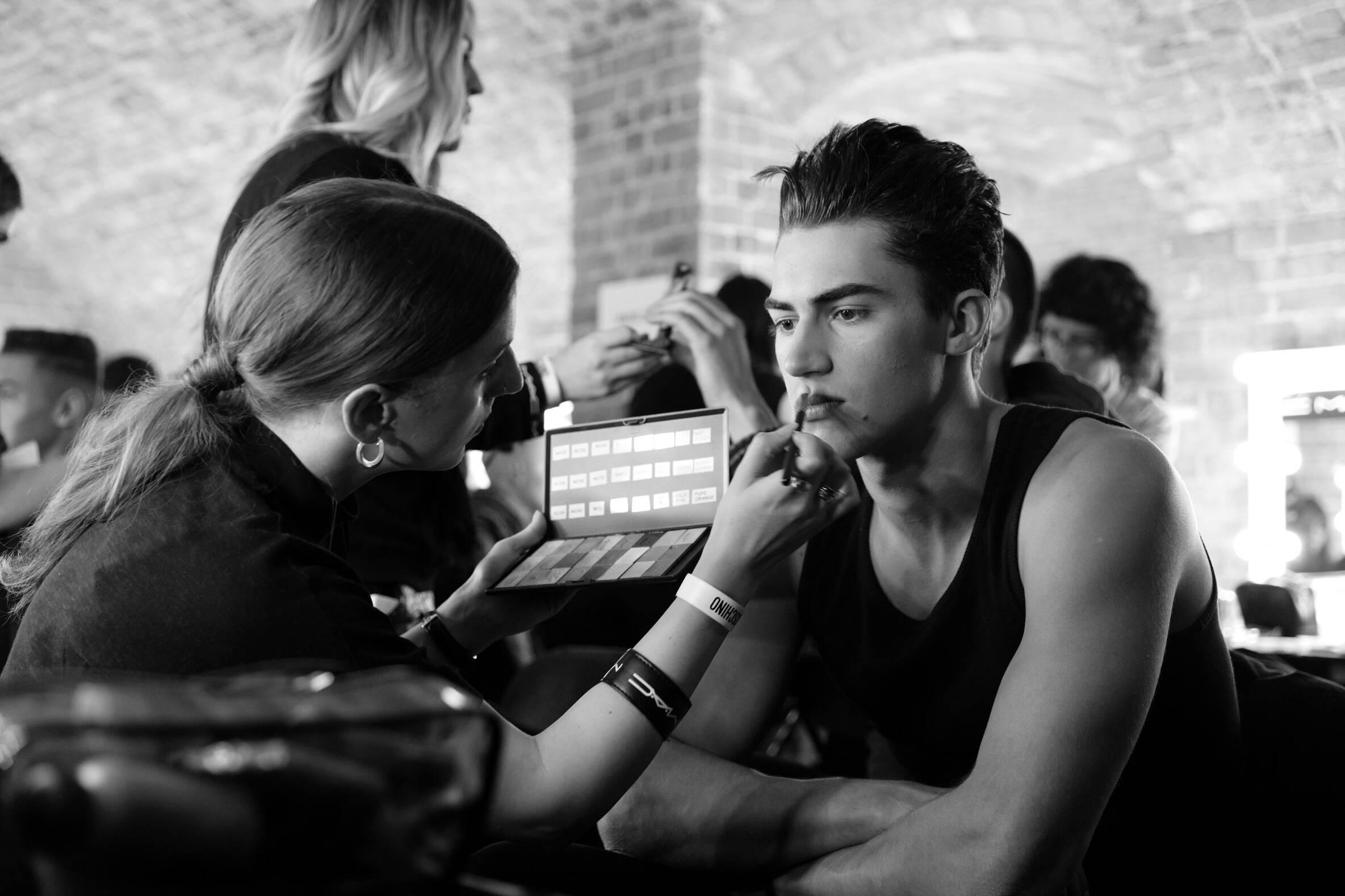 Backstage Moschino Makeup 2016