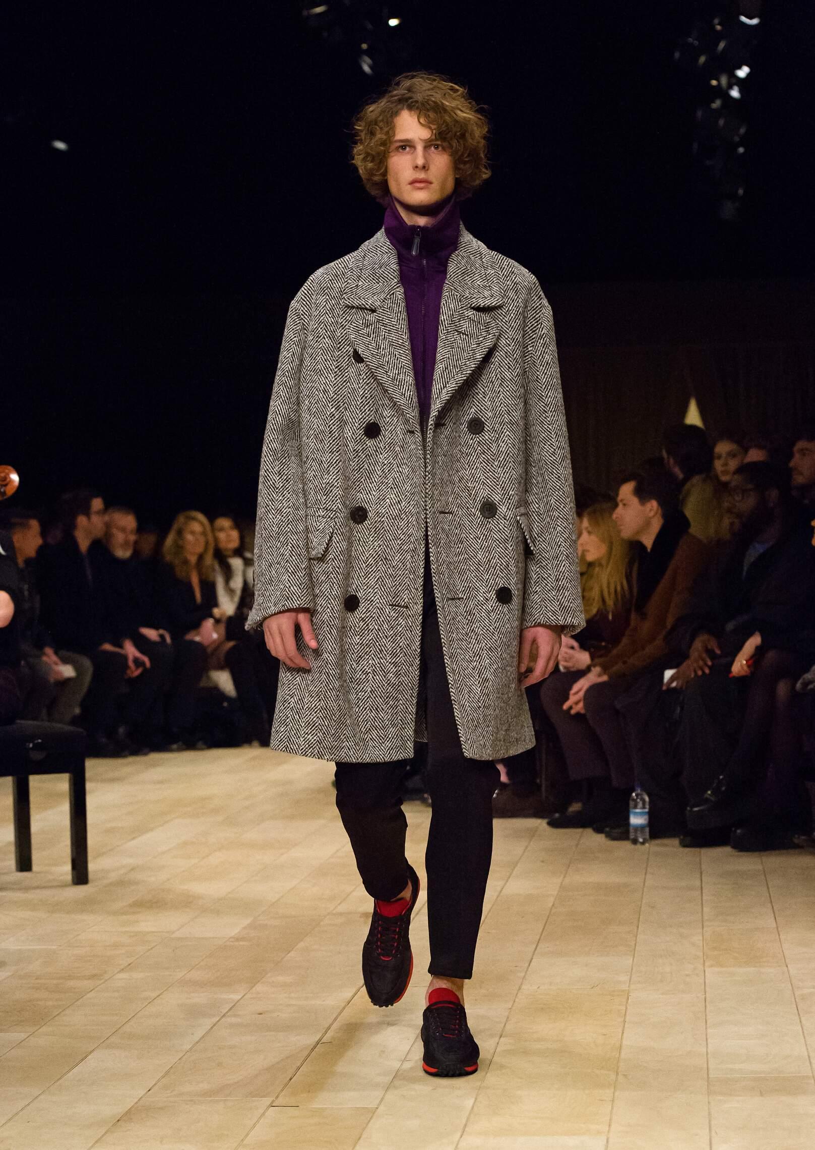 Catwalk Burberry Man Fashion Show Winter 2016