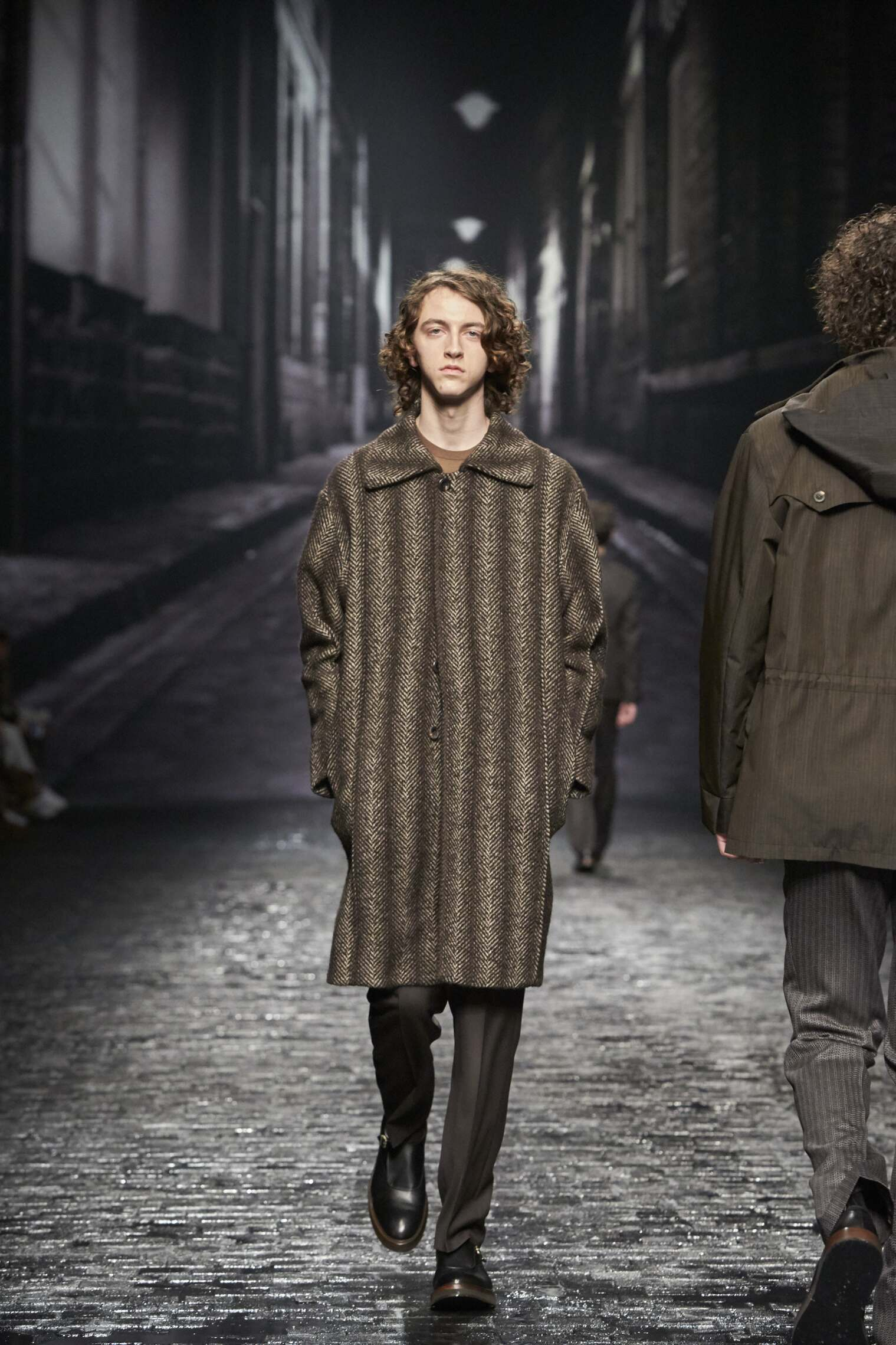 Corneliani Winter 2016 2017 Catwalk