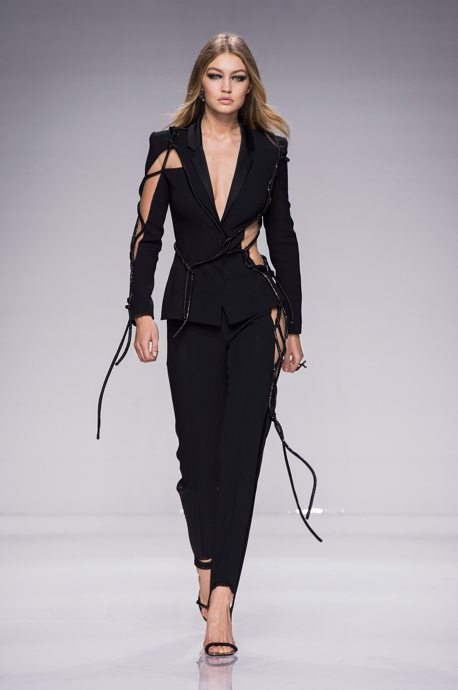 Fashion 2016 Woman Style Atelier Versace Couture