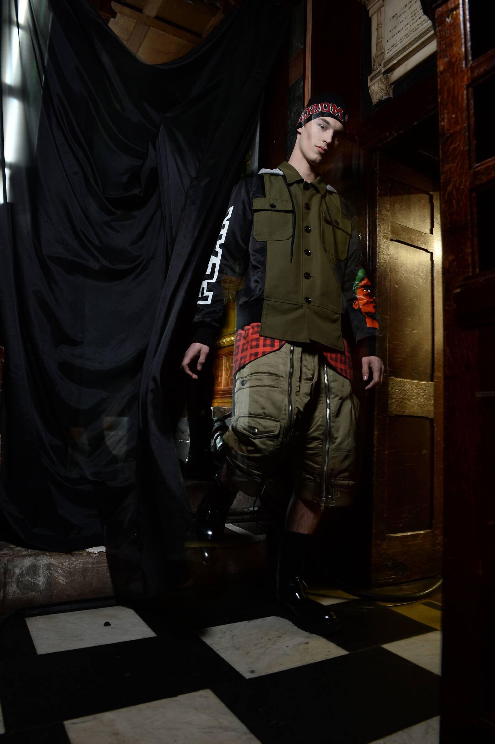 Model Backstage Moschino FW 2016