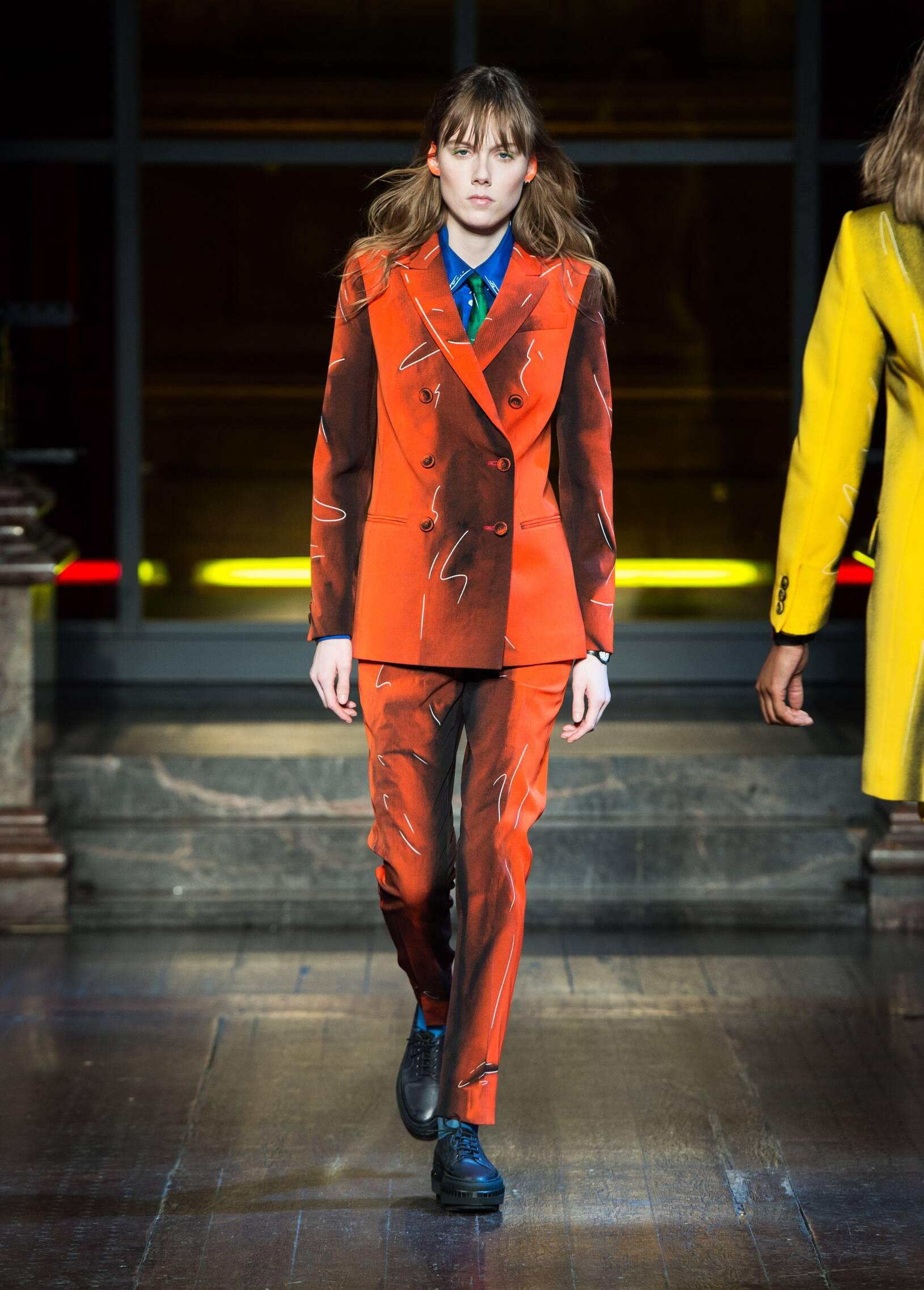 Moschino Fall Winter 2016 Womens Collection London Fashion Week