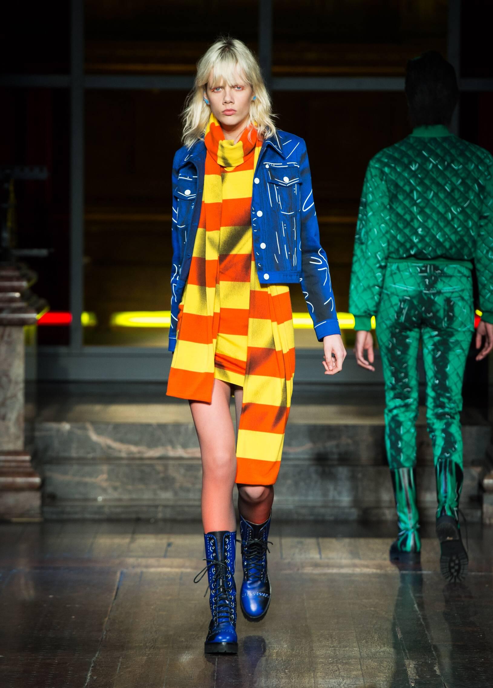 Runway Moschino Fall Winter 2016 Women's Collection London Fashion Week