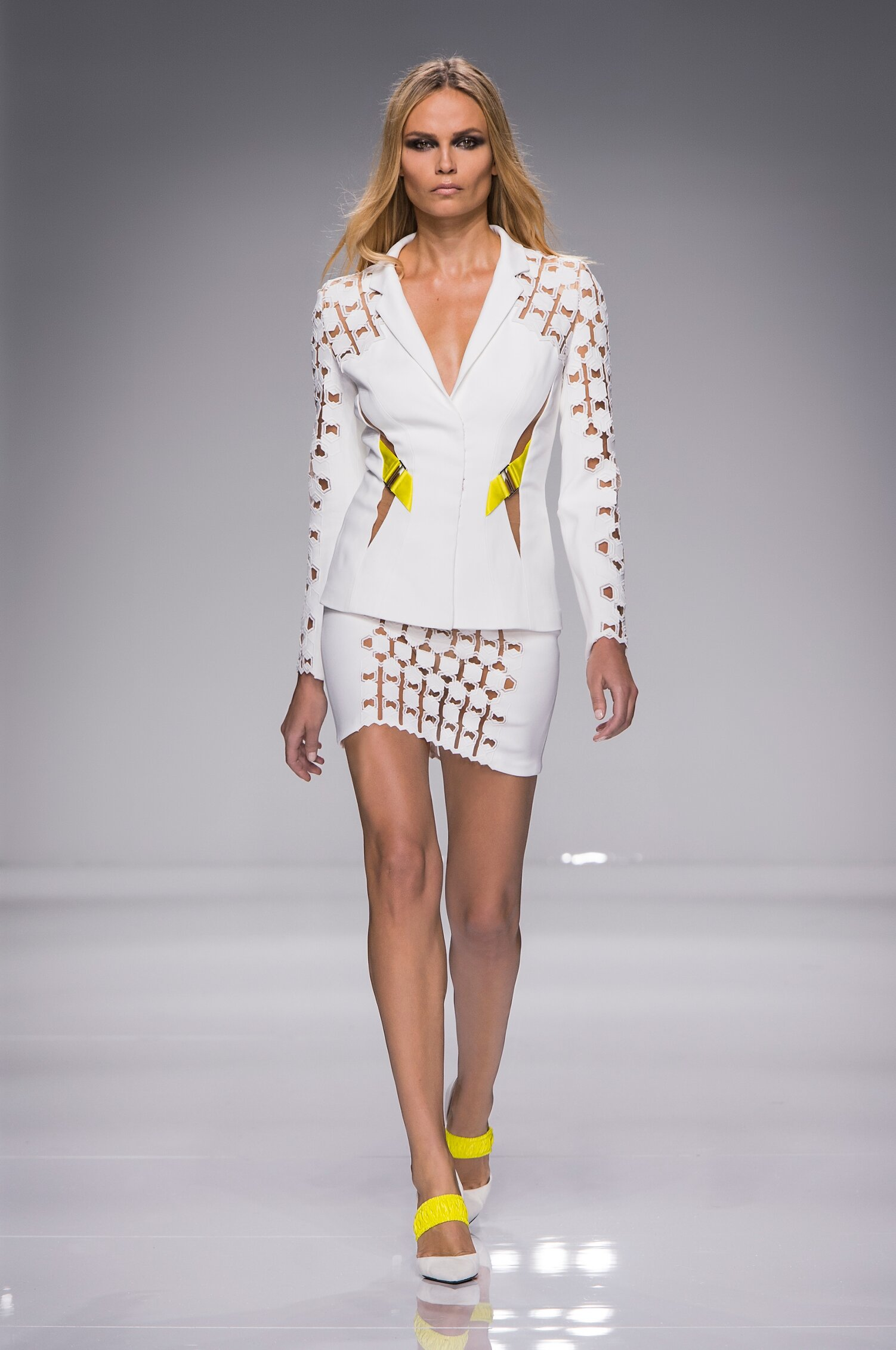 Spring 2016 Woman Fashion Show Atelier Versace Couture