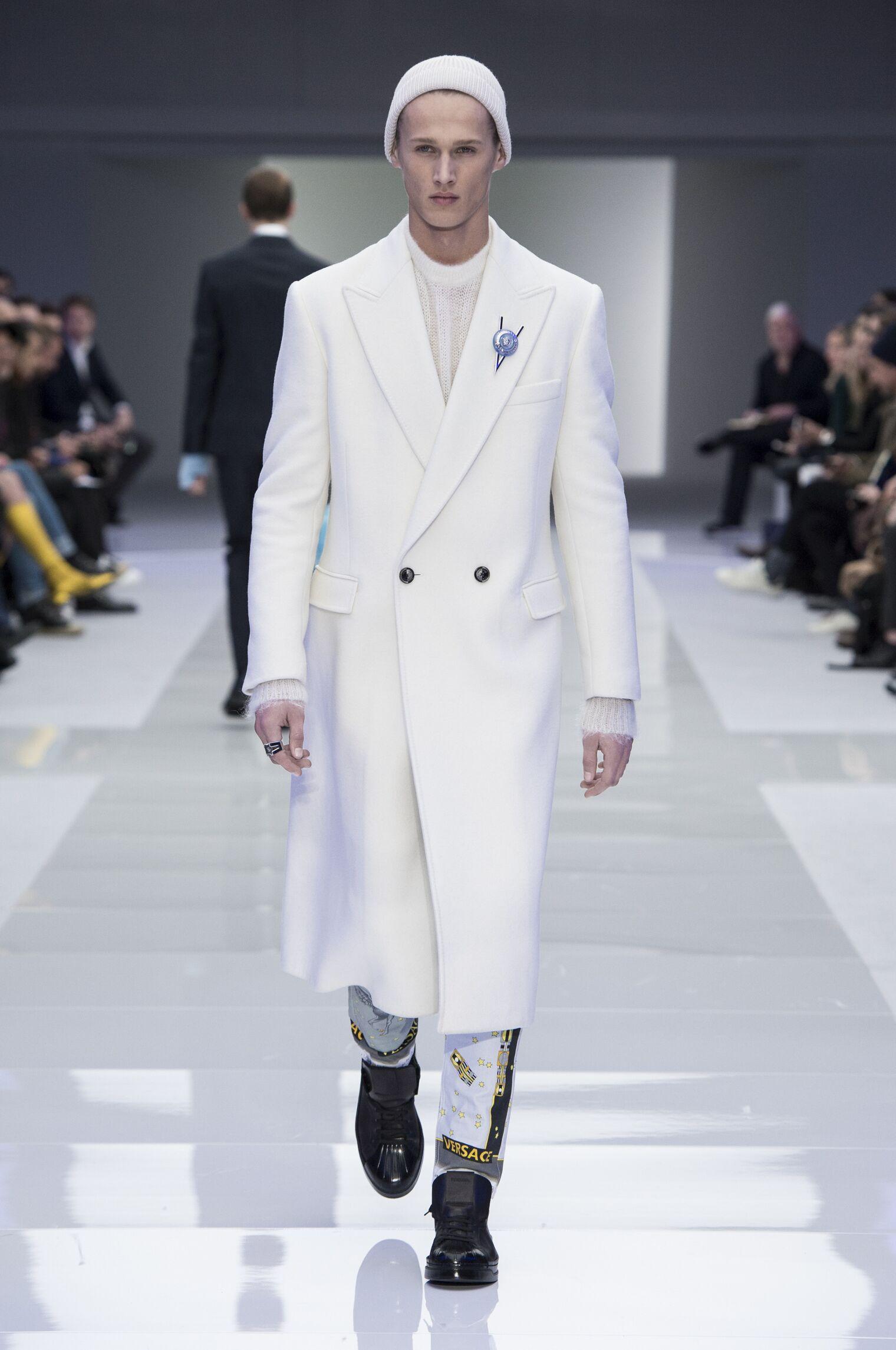 2016-2017 Catwalk Versace