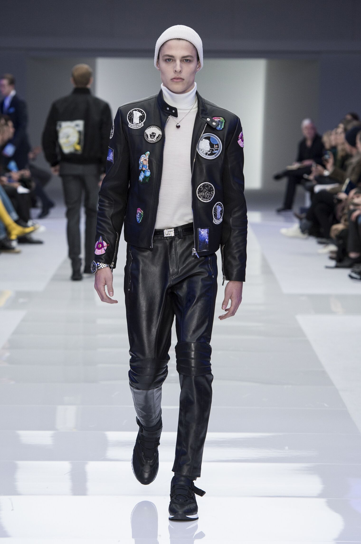 2016 Catwalk Versace Man Fashion Show Winter