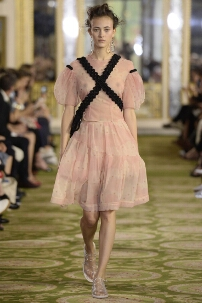 SIMONE ROCHA SPRING SUMMER 2016 WOMEN'S COLLECTION – LONDON FASHION WEEK