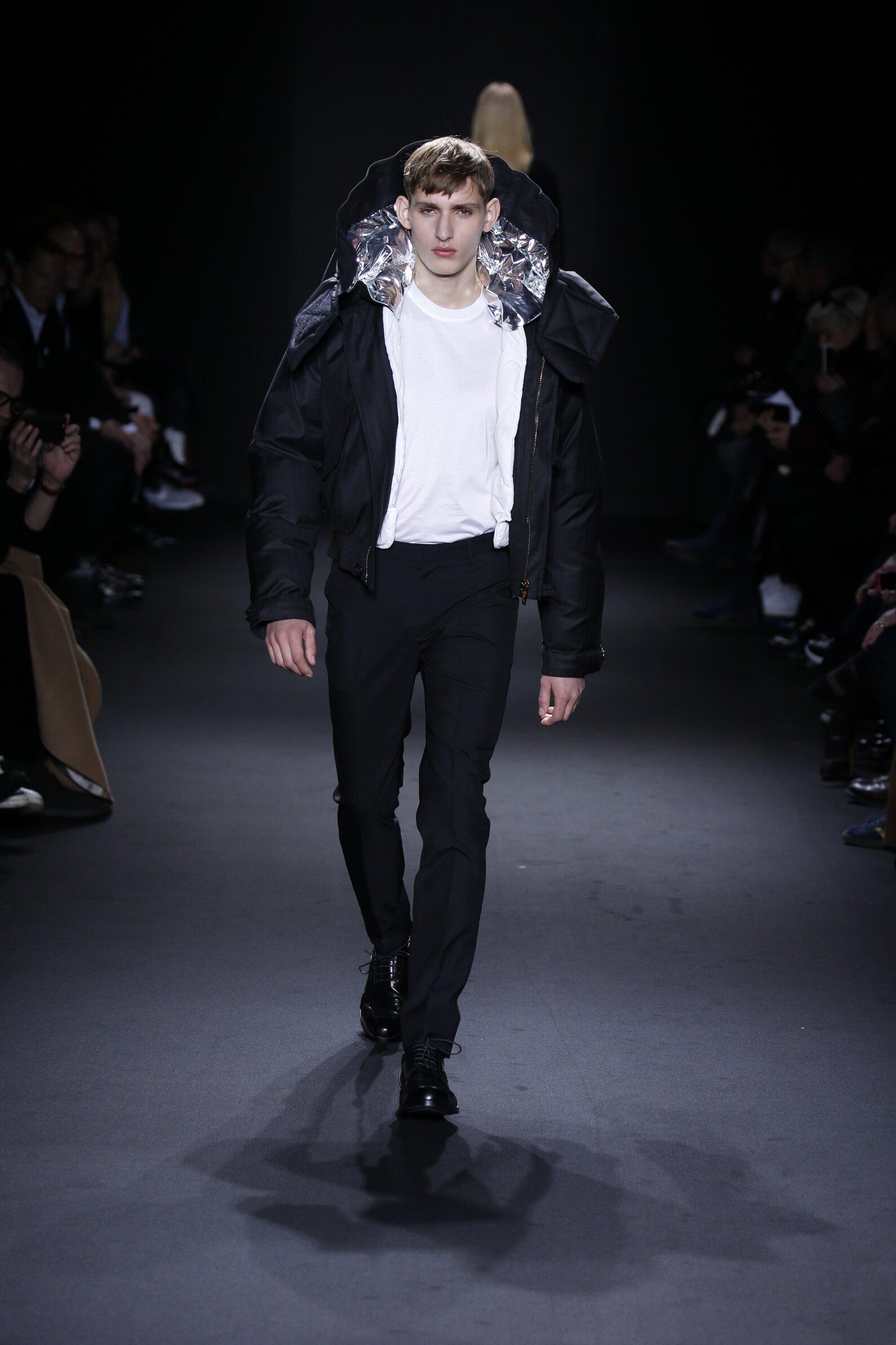 Calvin Klein Collection Winter 2016-2017 Catwalk