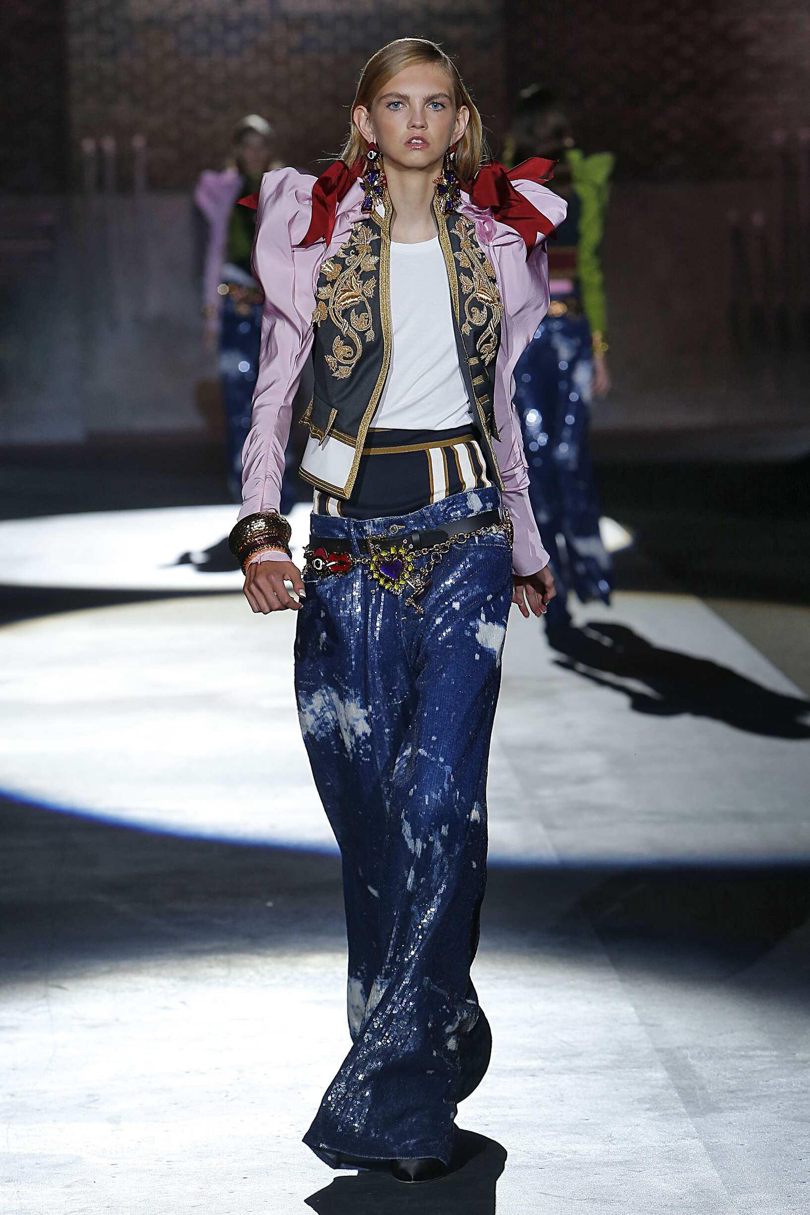 2017 Catwalk Dsquared2 Woman Fashion Show Summer