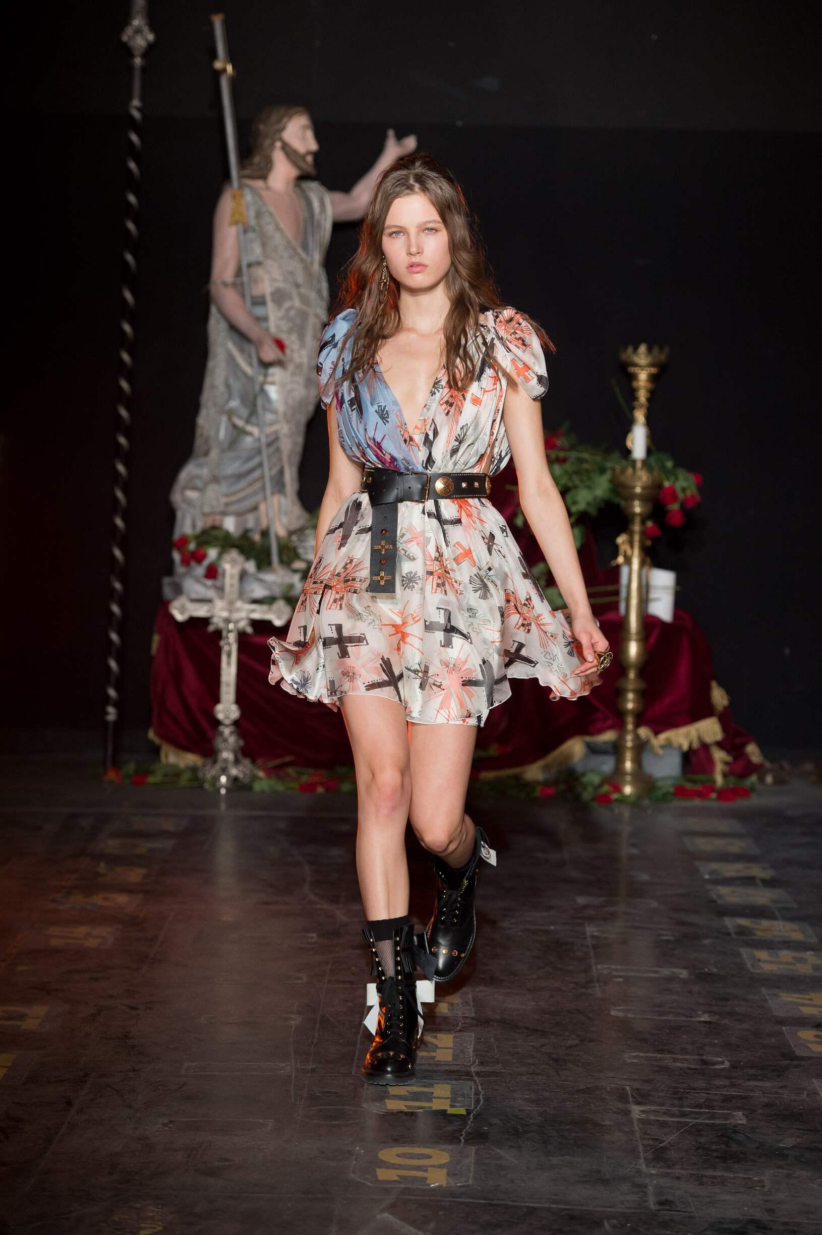 2017 Catwalk Fausto Puglisi Woman Fashion Show Summer