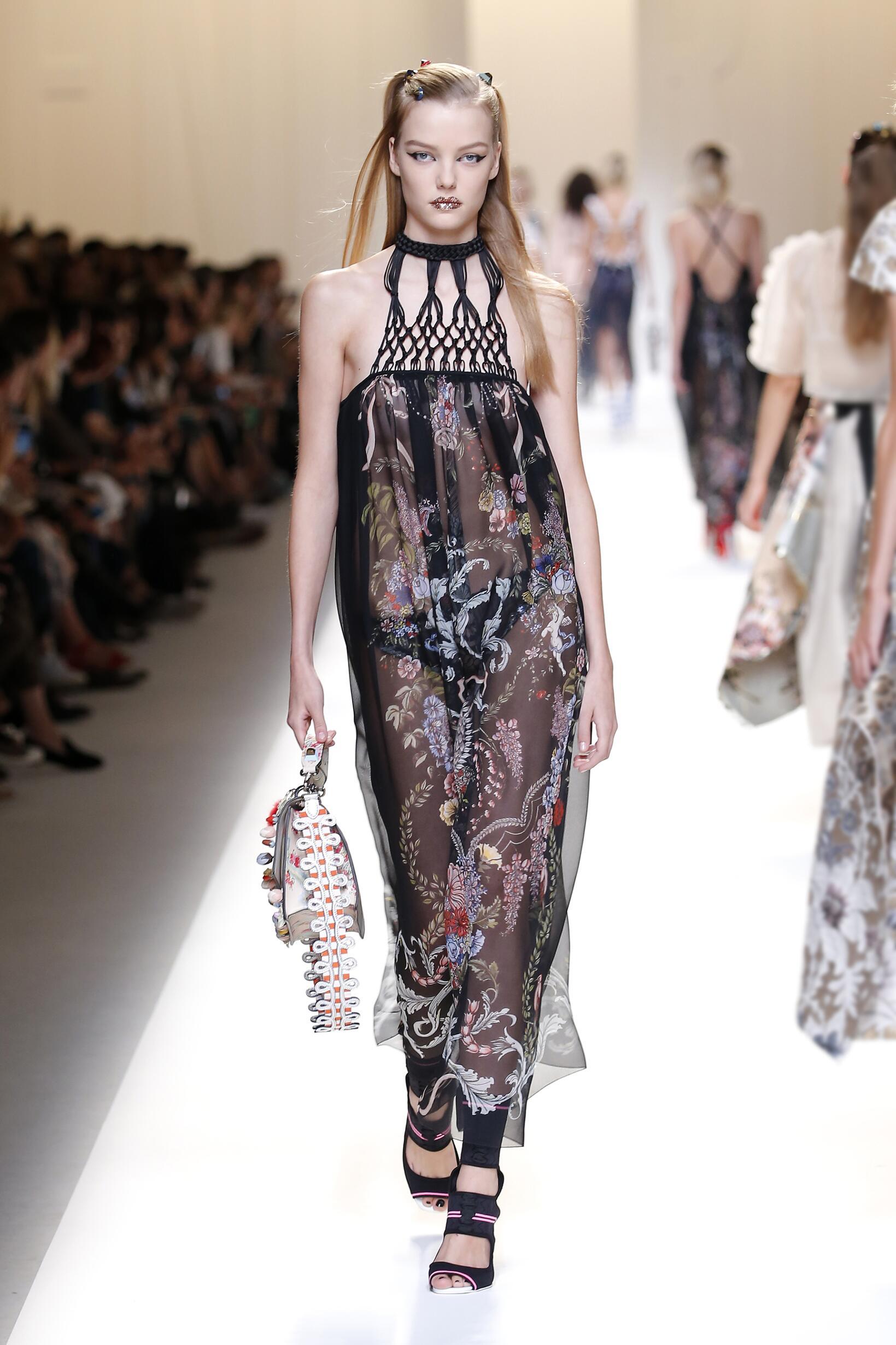 2017 Catwalk Fendi Woman Fashion Show Summer