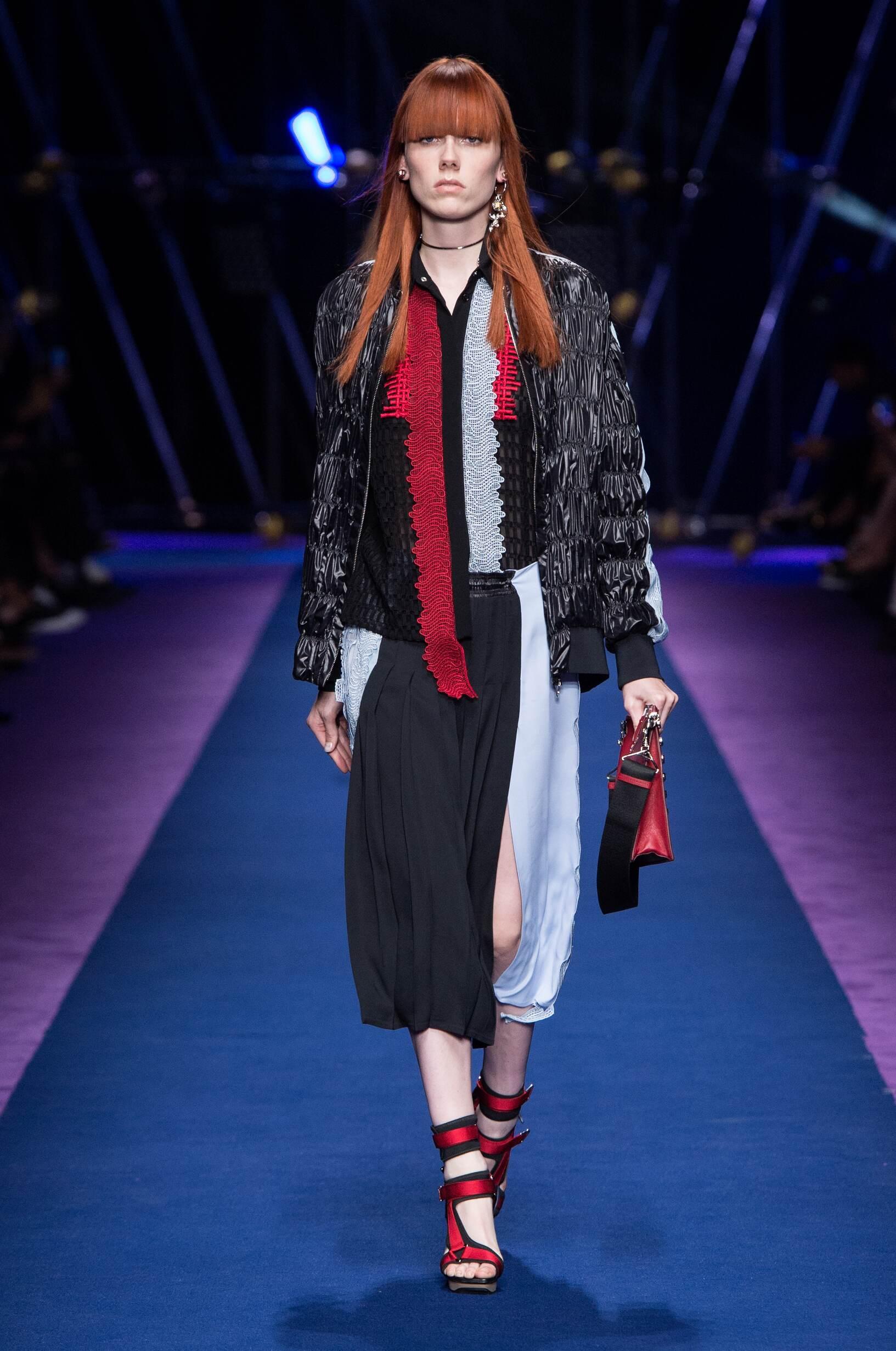 2017 Catwalk Versace Woman Fashion Show Summer