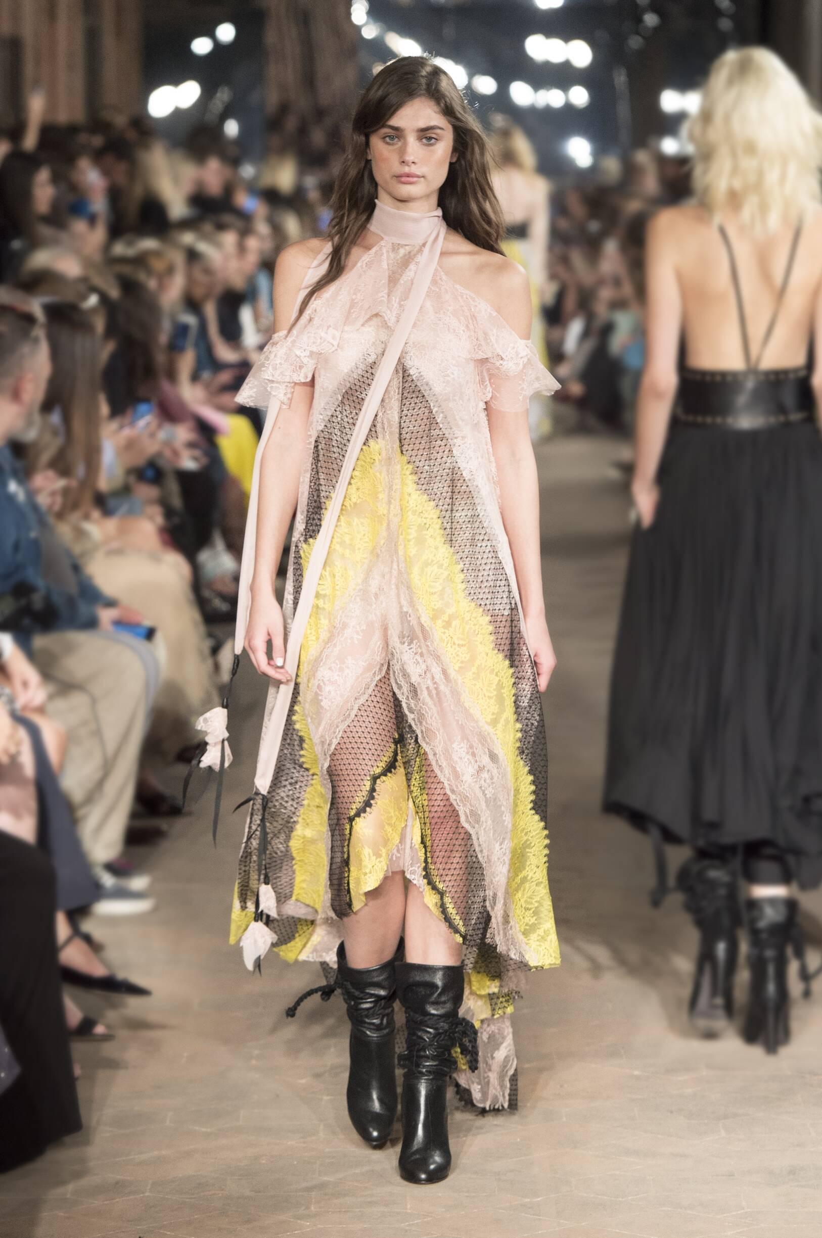2017 Woman Style Philosophy di Lorenzo Serafini