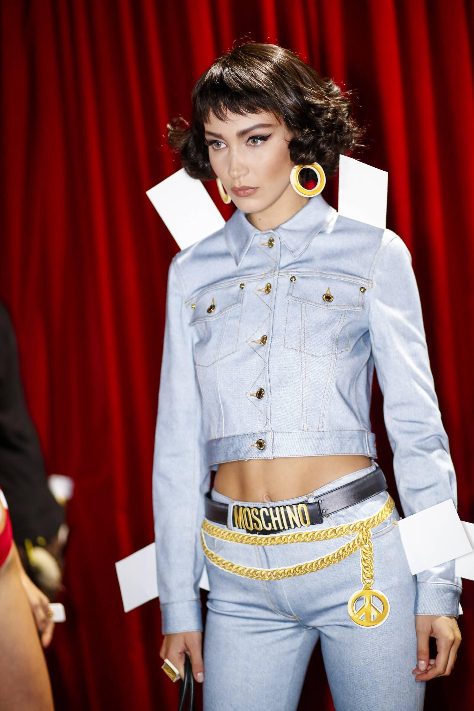 Backstage Woman Moschino SS 2017 Milan Fashion Week