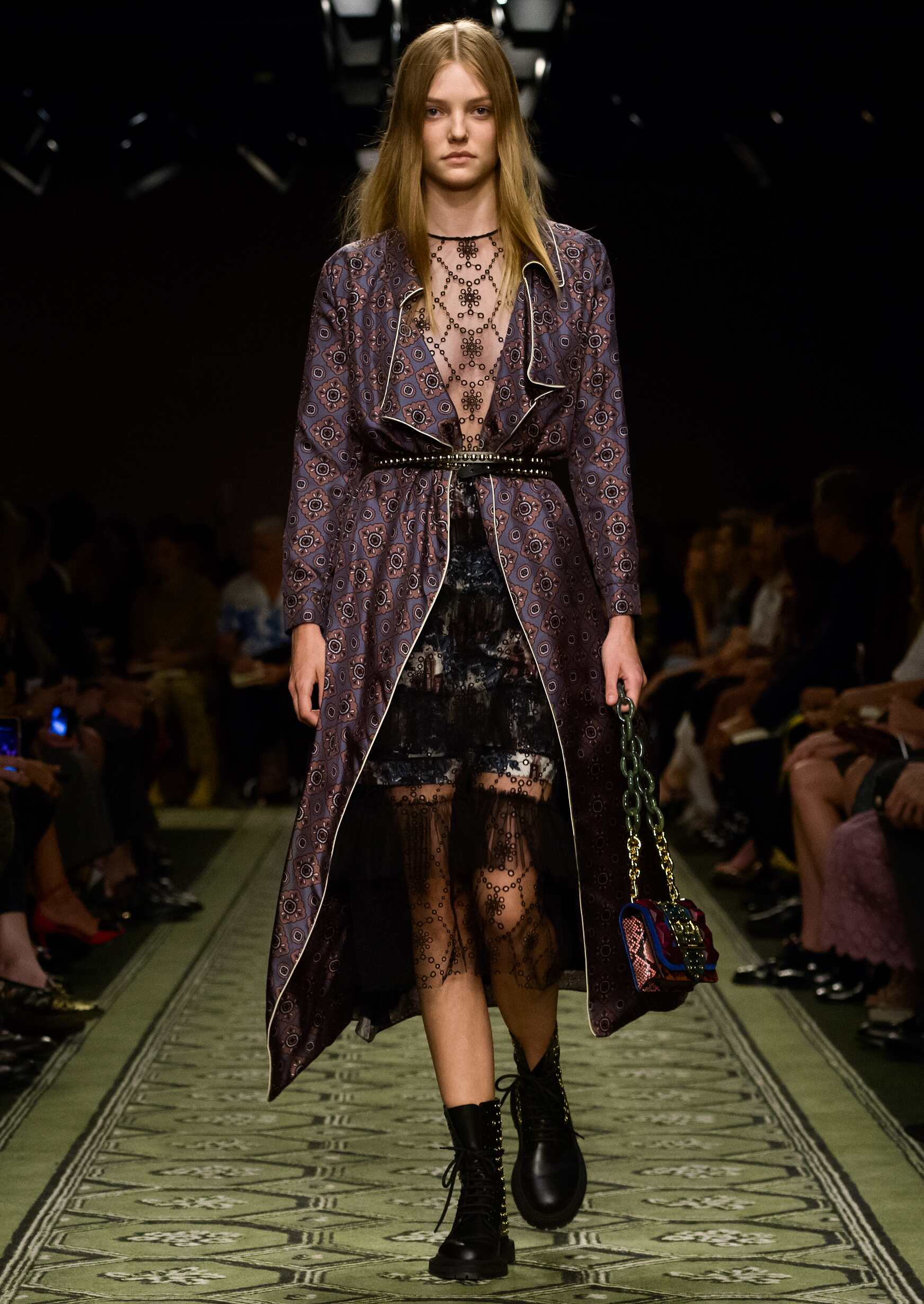 Burberry Woman Style London Fashion Week