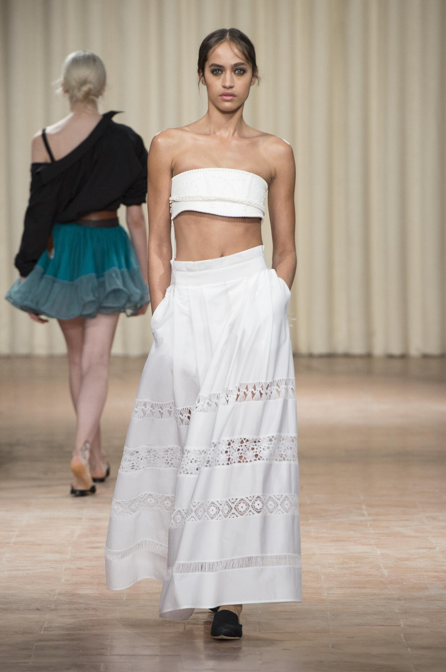 Catwalk Alberta Ferretti Woman Fashion Show Summer 2017