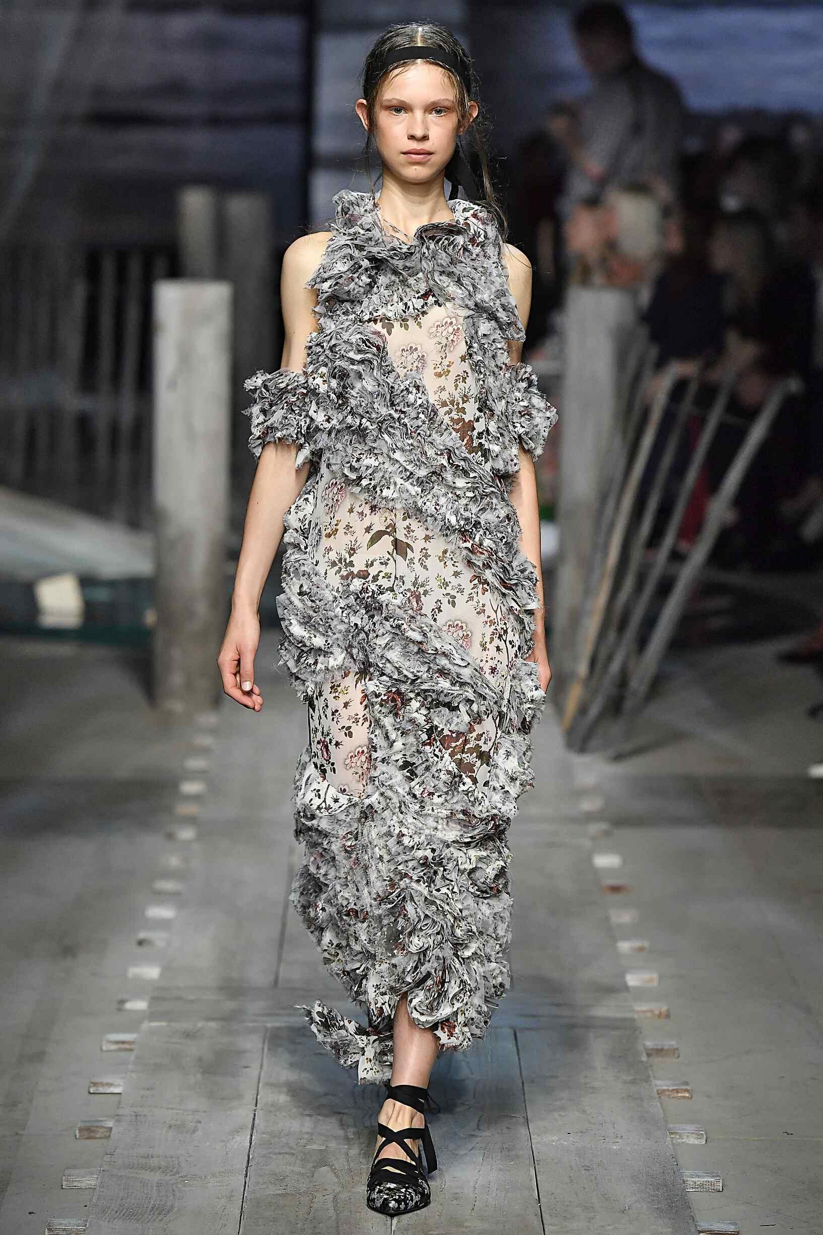 Catwalk Erdem Woman Fashion Show Summer 2017