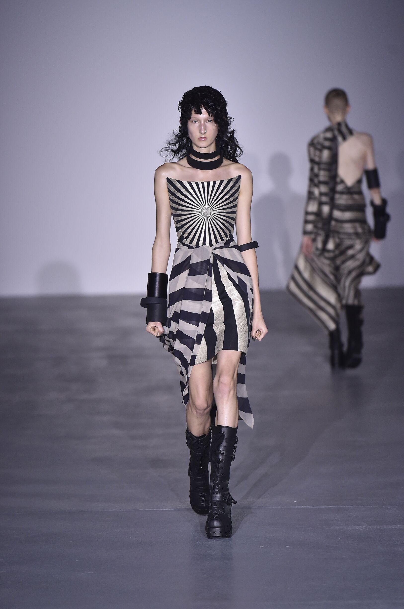 Catwalk Gareth Pugh Woman Fashion Show Summer 2017
