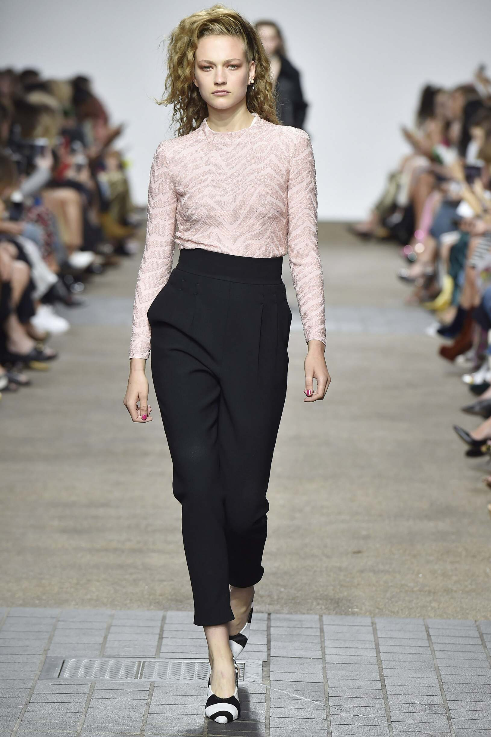 Catwalk Topshop Unique Woman Fashion Show 2016