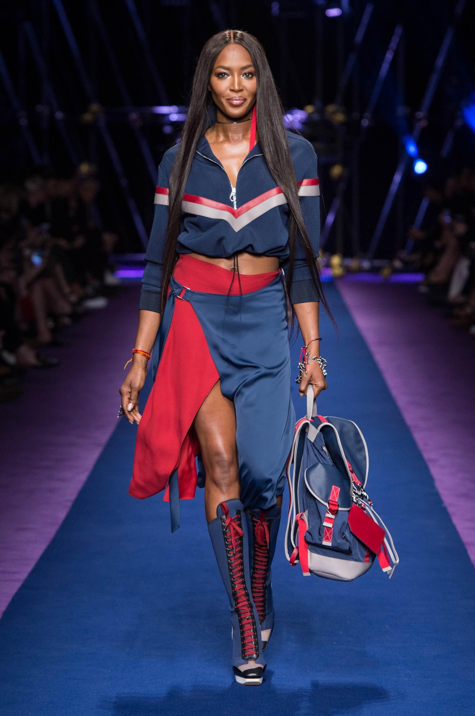 Catwalk Versace Woman Fashion Show Summer 2017