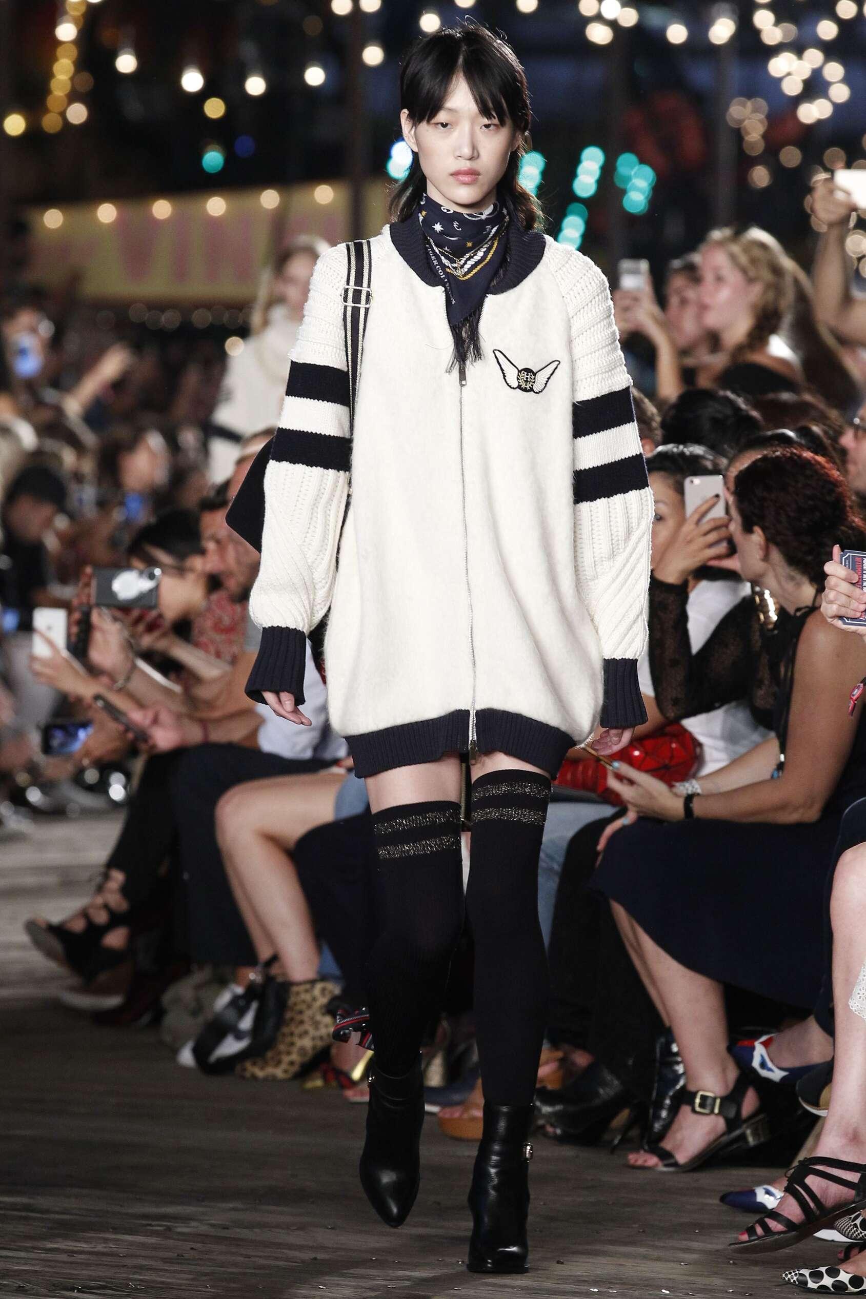 bfab5204 Fall 2016-17 Woman Fashion Show Tommy Hilfiger