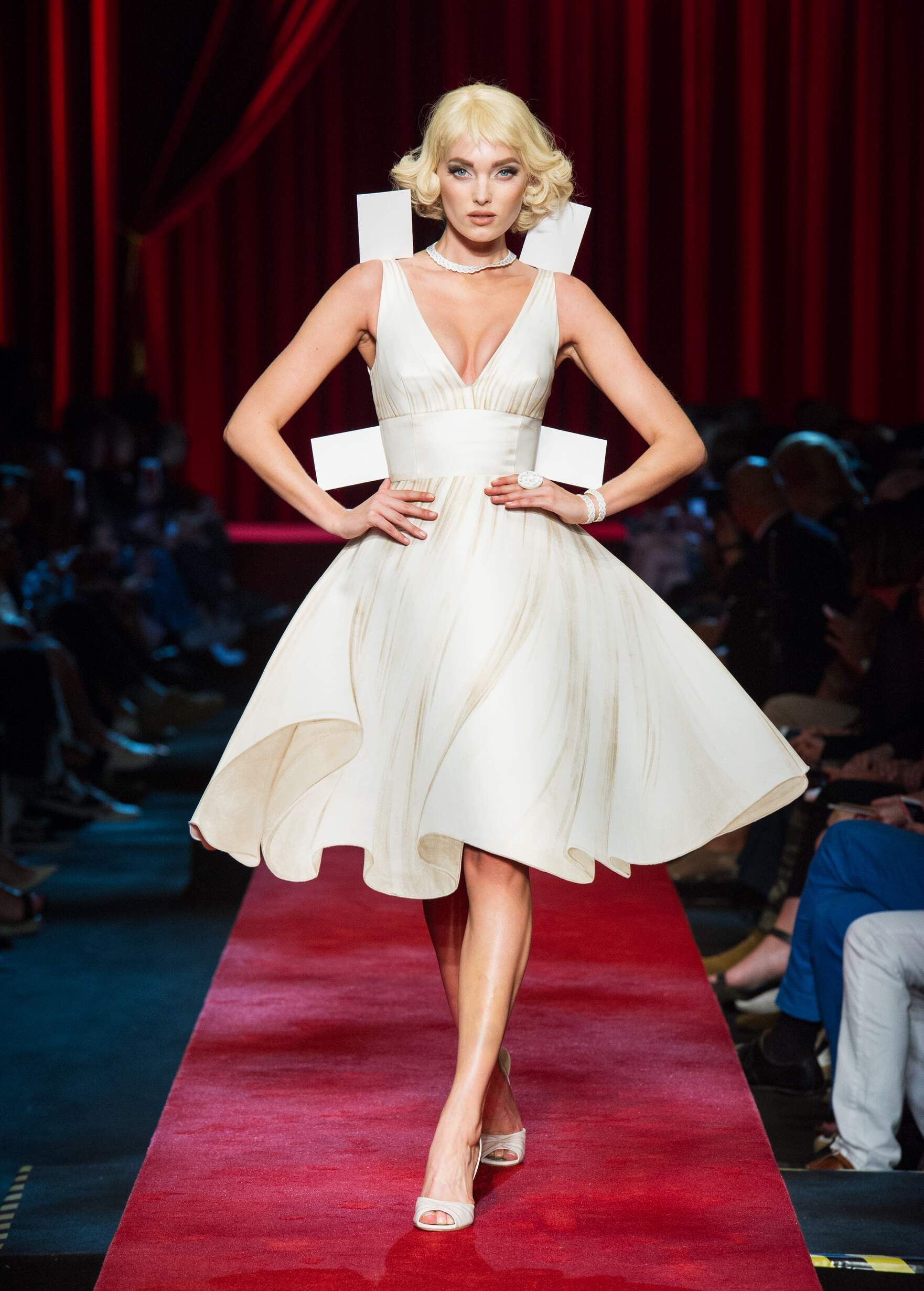 Fashion 2017 Catwalk Moschino