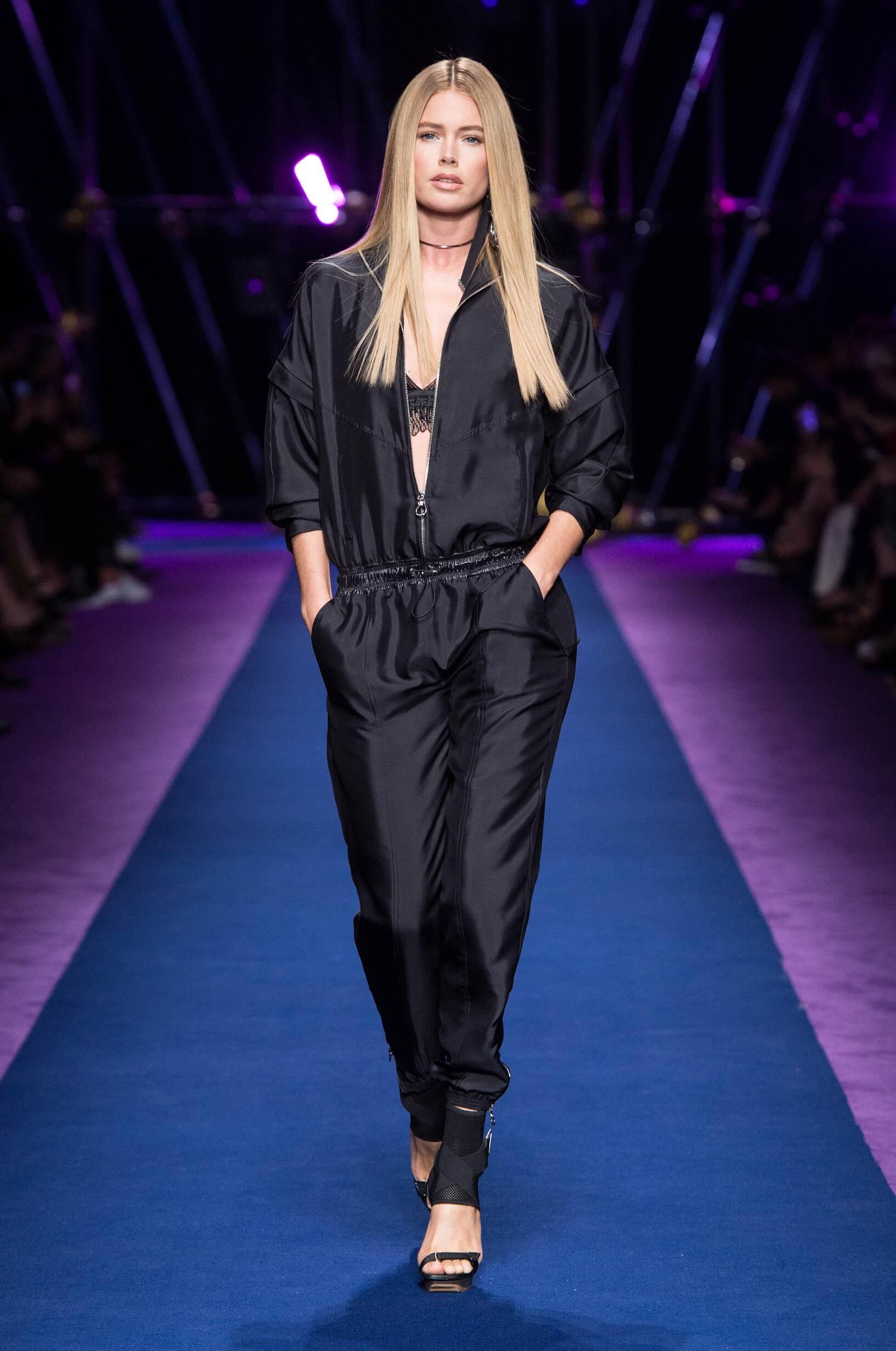 Fashion 2017 Woman Style Versace