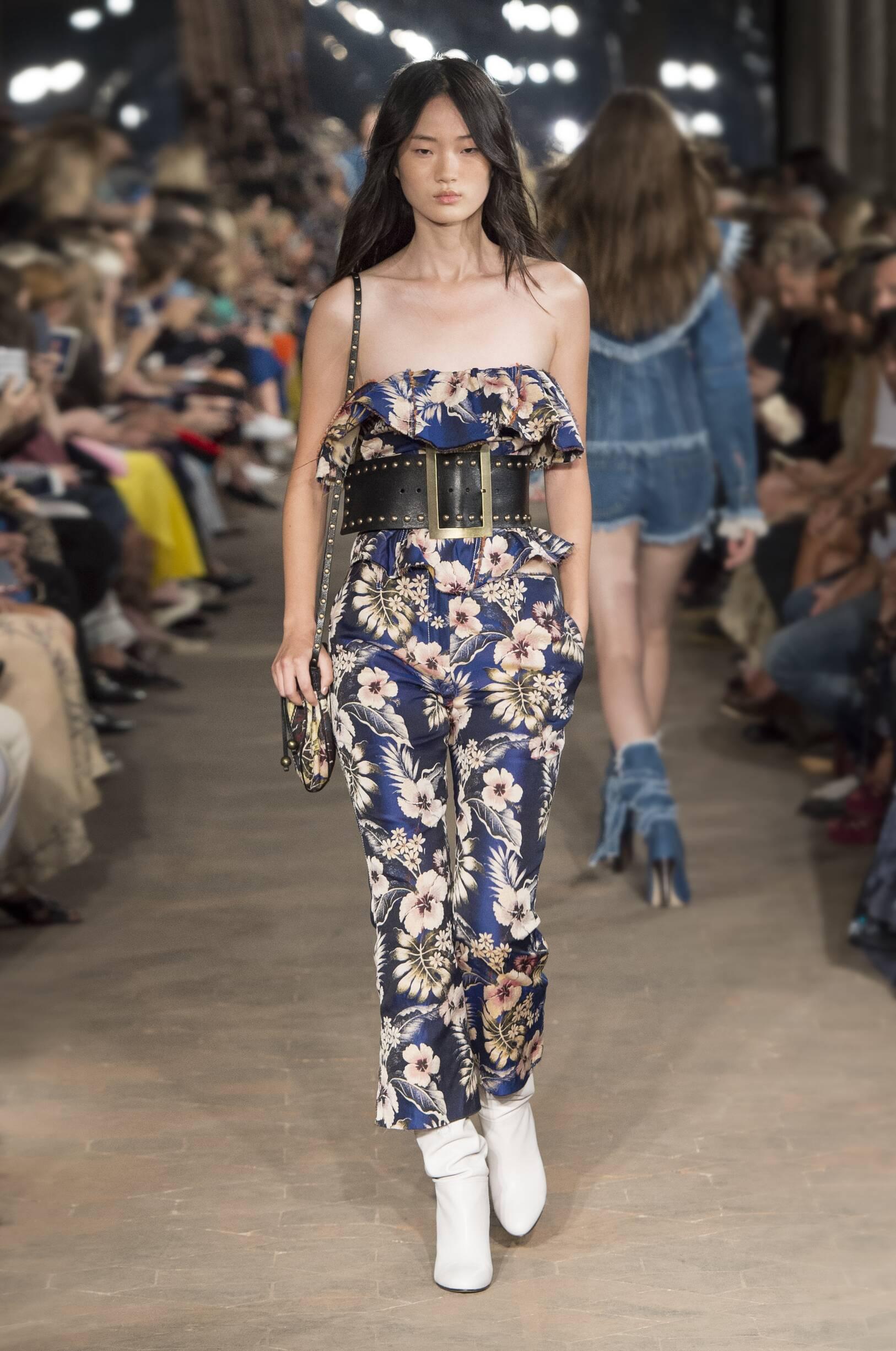 Fashion Woman Model Philosophy di Lorenzo Serafini Catwalk