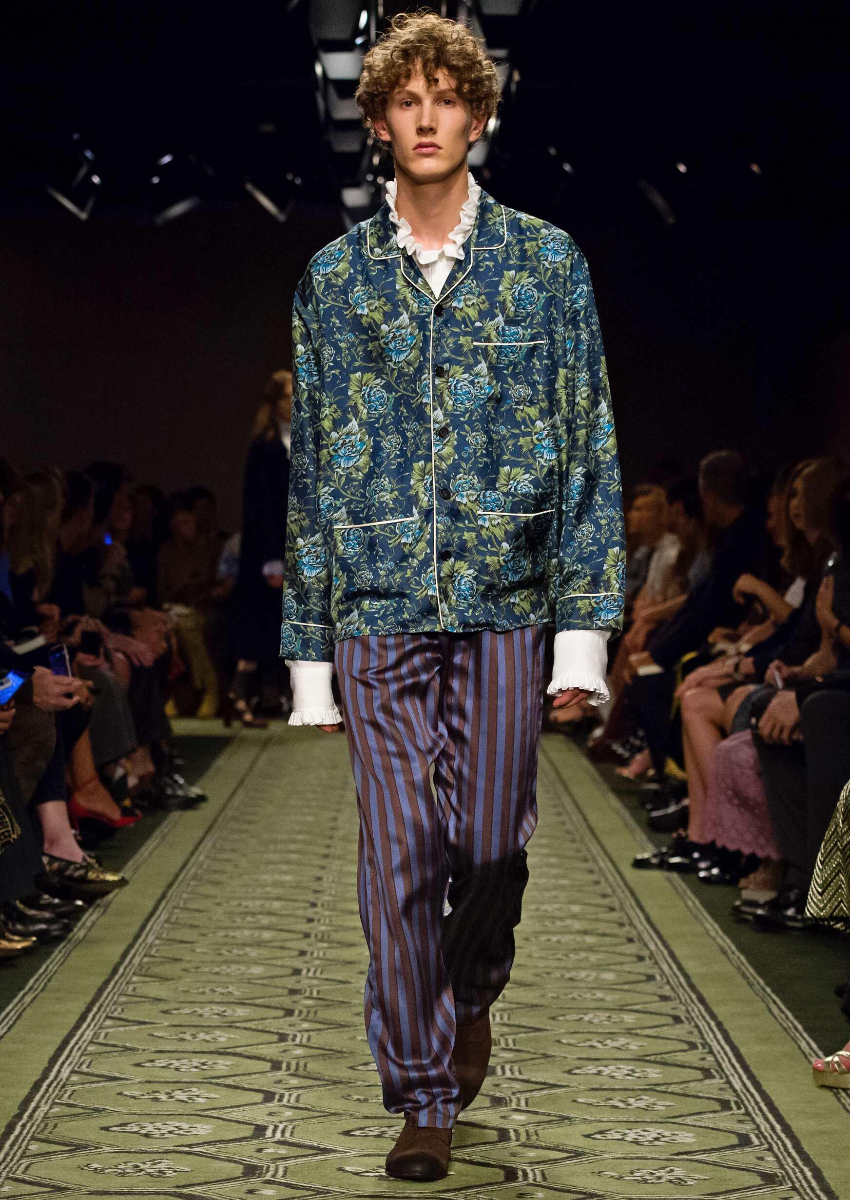 Man 2016 Burberry Catwalk London Fashion